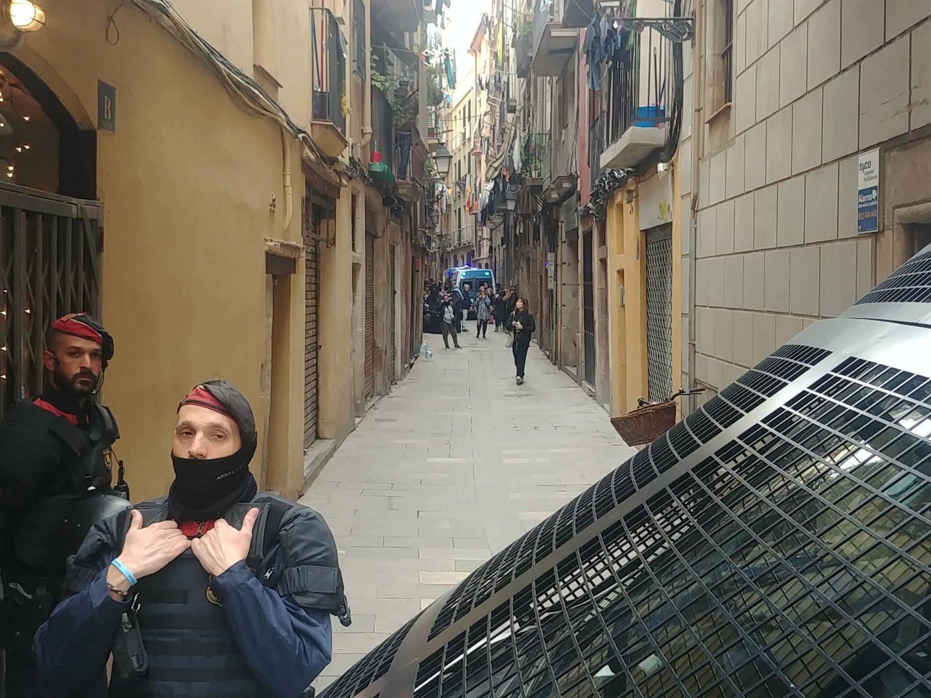 Mossos d'Esquadra executen el desnonament, imatge 20-2-2019. | PAH Barcelona