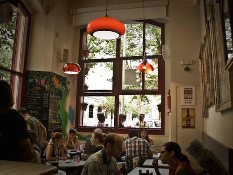 El bar Calders, el millor local de Barcelona per fer el vermut en els premis Vinari dels vermuts 2019
