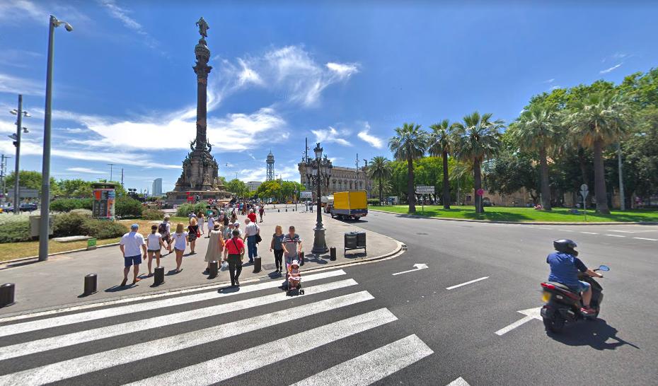 Vista del Portal de la Pau, al final de la Rambla / Google Street View