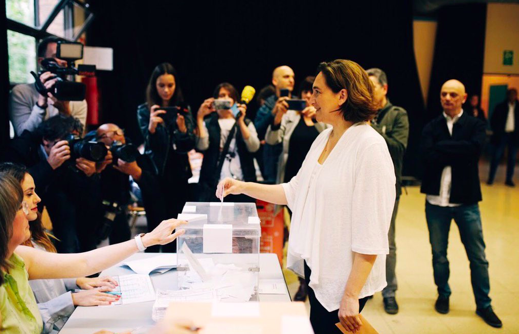 L'alcaldessa Ada Colau mentre votava. / @AdaColau