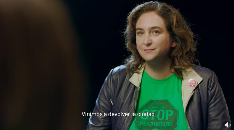 L'Ada Colau de la PAH interroga a l'actual, al clip de BComú / Facebook