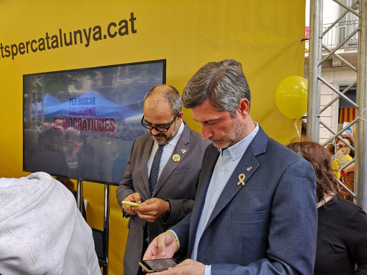 El conseller d'Interior, Miquel Buch, i el regidor del PDECat, Jordi Martí, a la parada de JxCat / D.C.