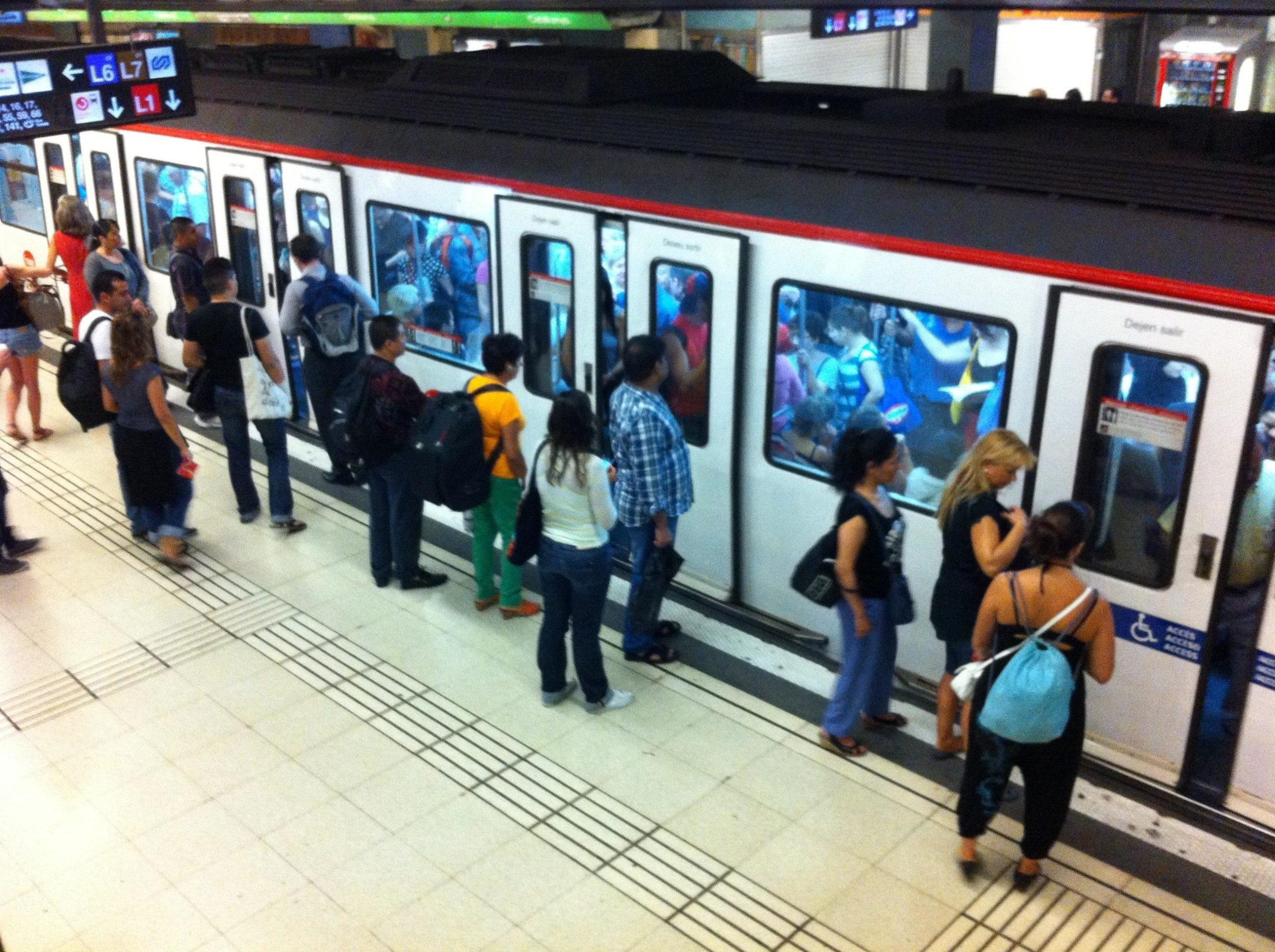 Imatge d'arxiu de l'andana de la línia 3 del metro de Plaça Catalunya / Europa Press