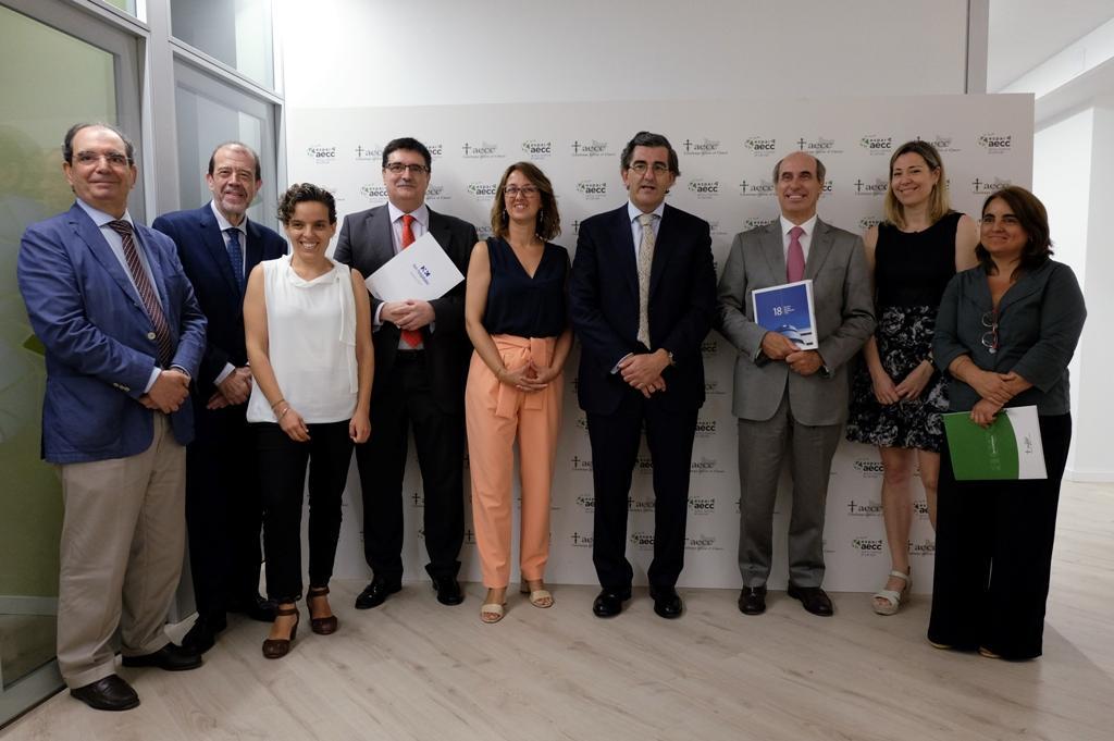 La signatura del conveni entre l'hospital HM Delfos i l'Associació Espanyola Contra el Càncer / HM Hospitales