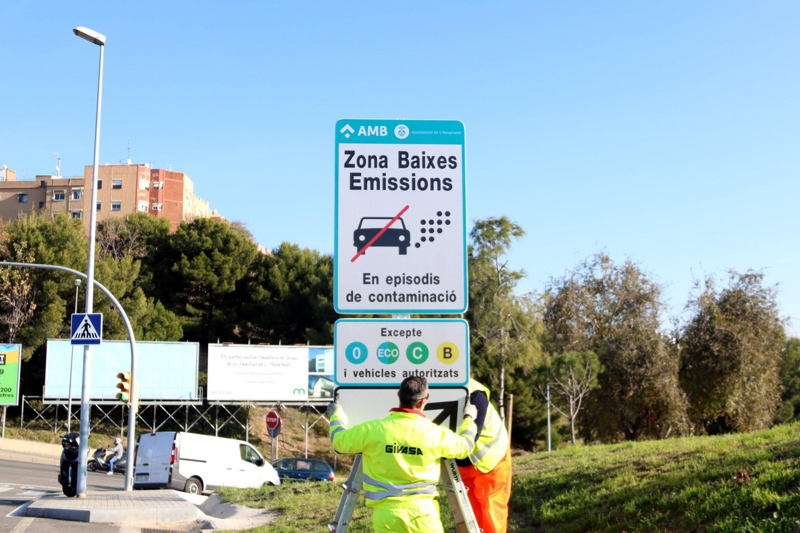 Cartell de restricció del trànsit en cas de contaminació, en una imatge d'arxiu / ACN