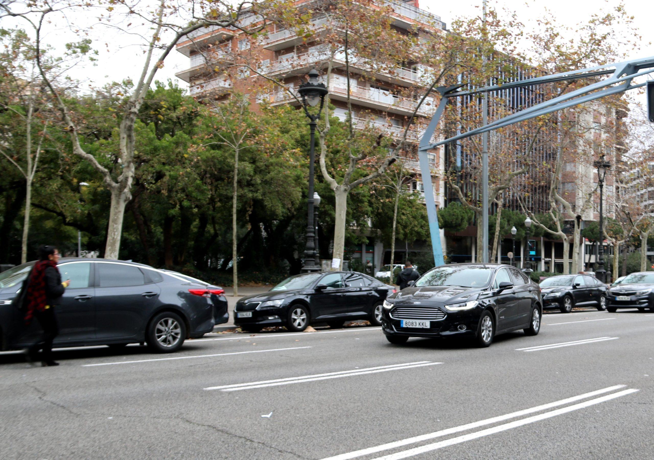 Cotxes VTC a la Diagonal, en una imatge d'arxiu / ACN