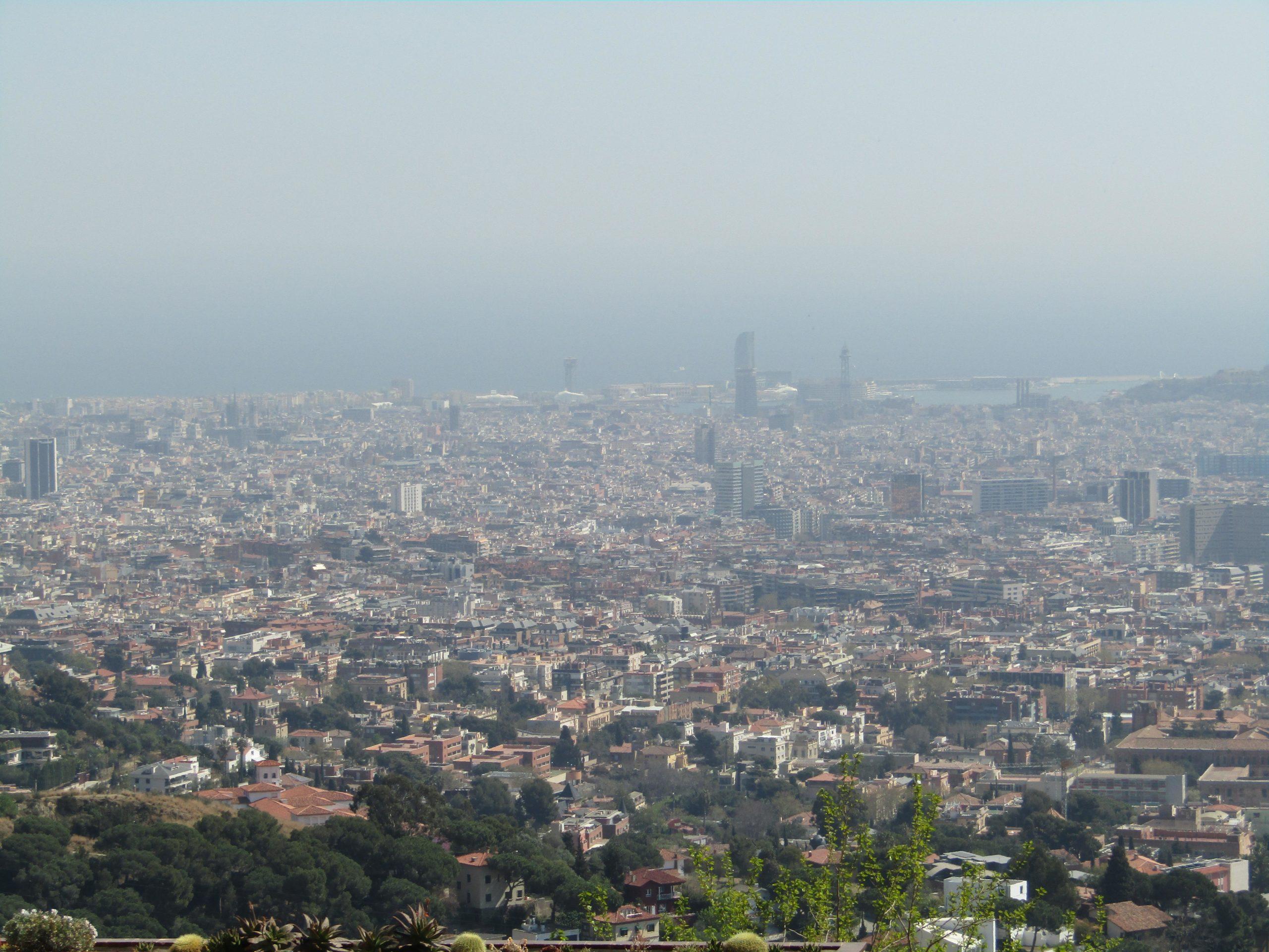 Contaminació a Barcelona, aquest març, vista des de Vallvidrera / Meritxell M. Pauné