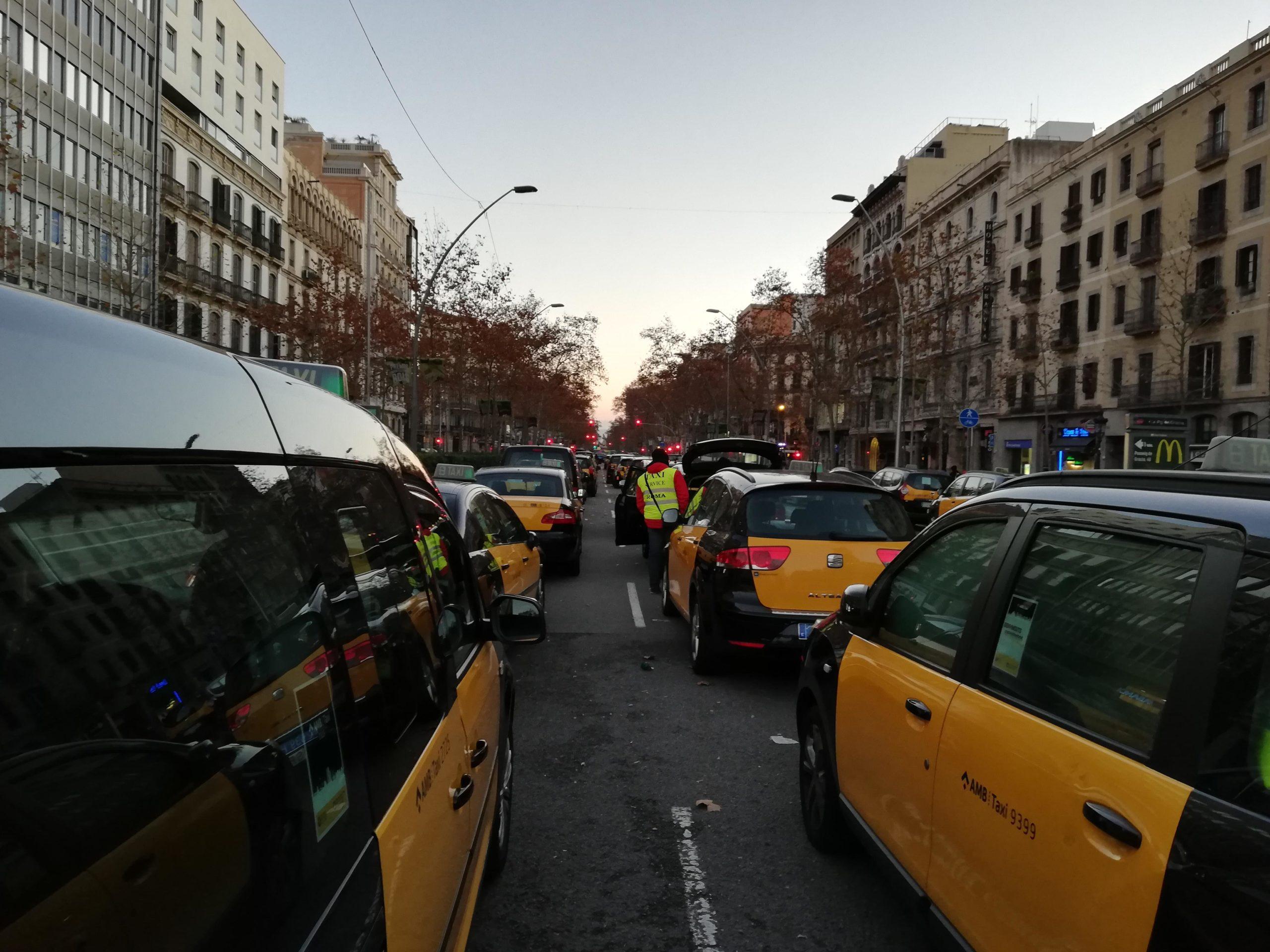 Taxis a la Gran Via, durant l'última vaga