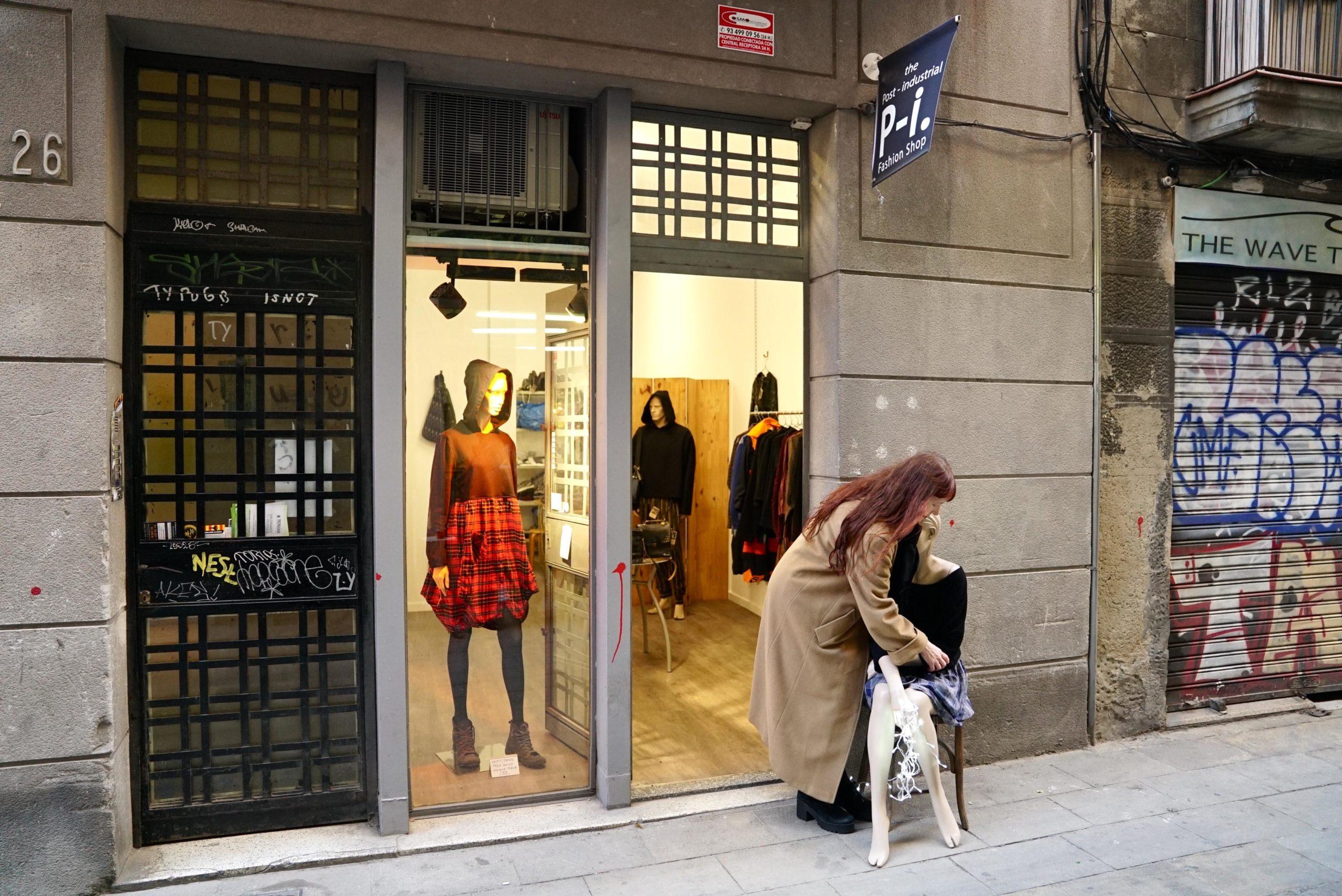 La botiga de moda sostenible The Post-Industrial Fashion Shop, del carrer Assaonadors, s'adjudica un dels baixos de protecció oficial / Ajuntament de Barcelona