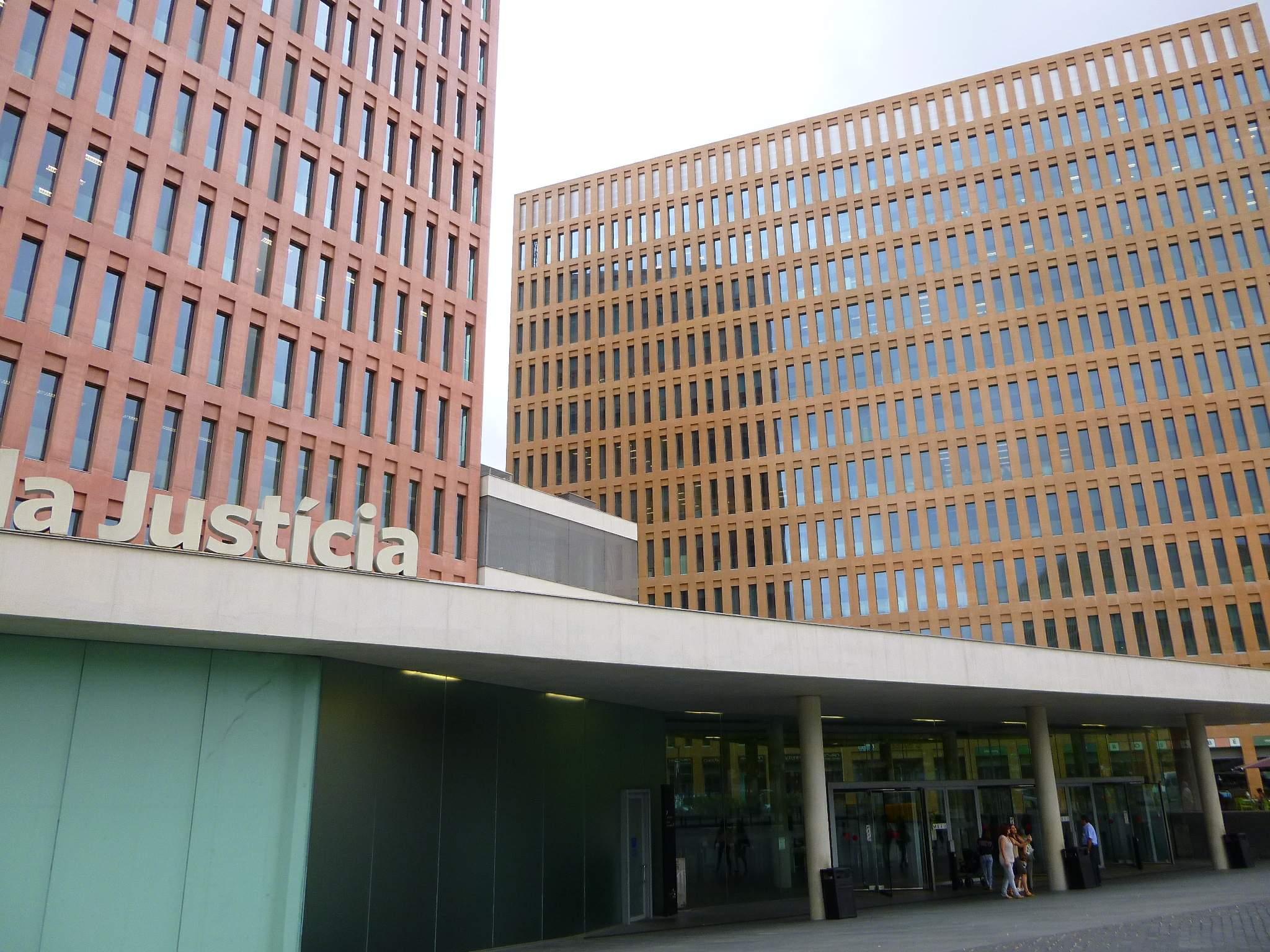 Ciutat de la Justícia, on s'aglutinen sales i jutjats d'instrucció / Wikimedia - Zarateman