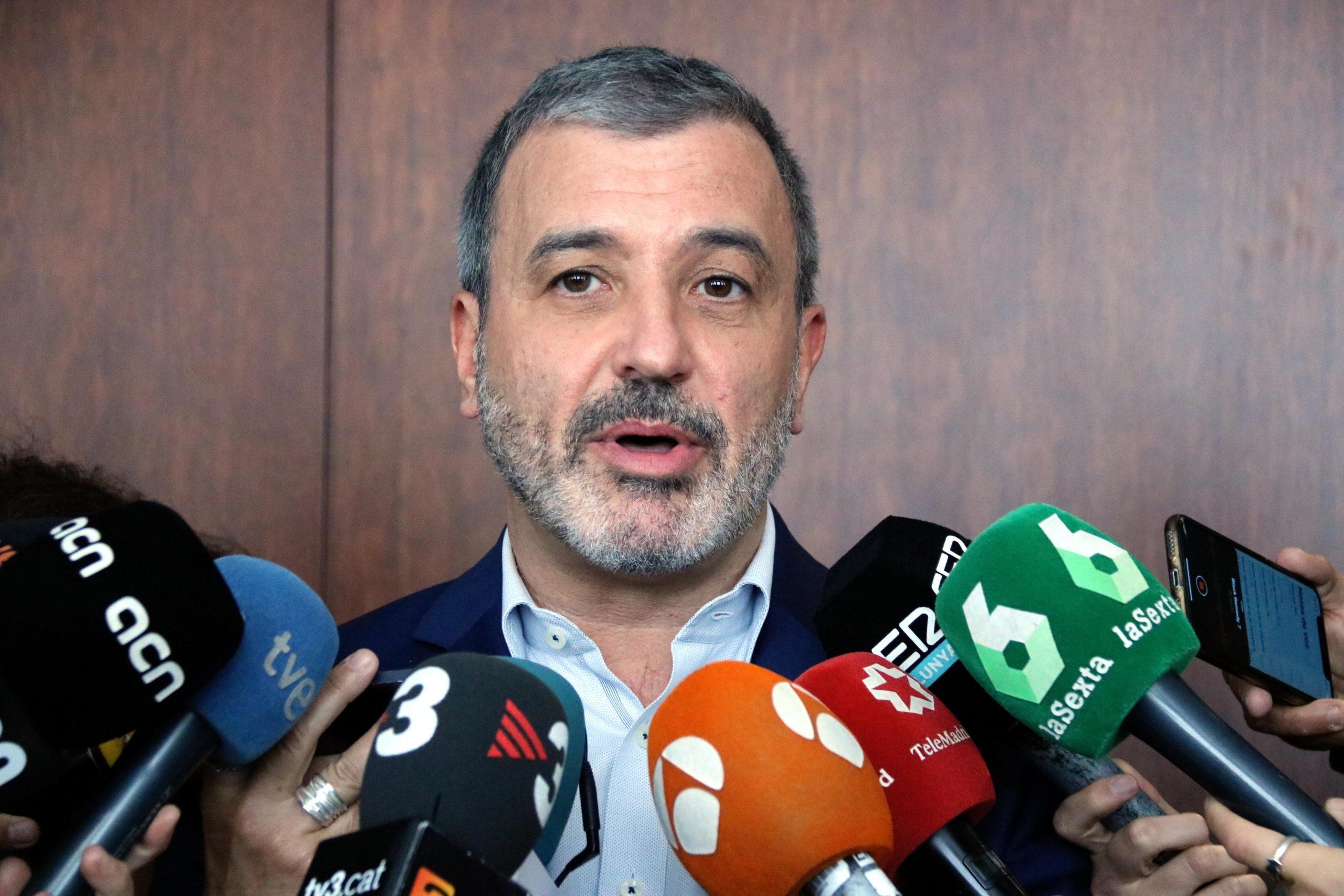 Jaume Collboni atén a la premsa a l'Ajuntament de Barcelona / ACN