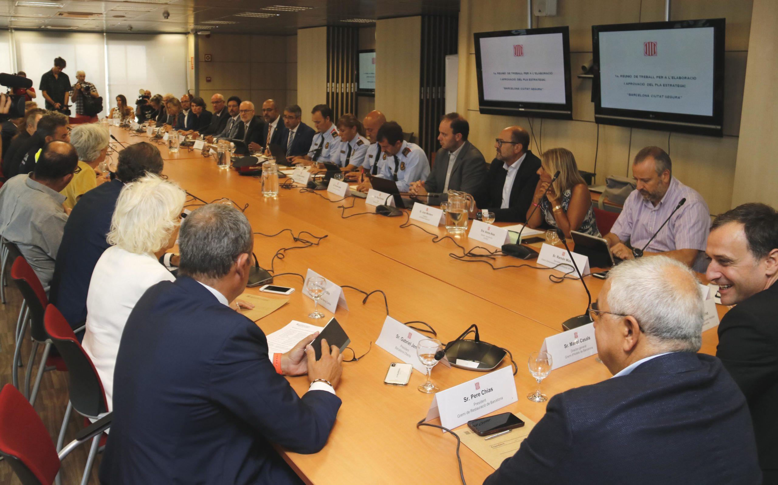 La reunió del pla 'Barcelona, ciutat segura', al departament d'Interior / ACN