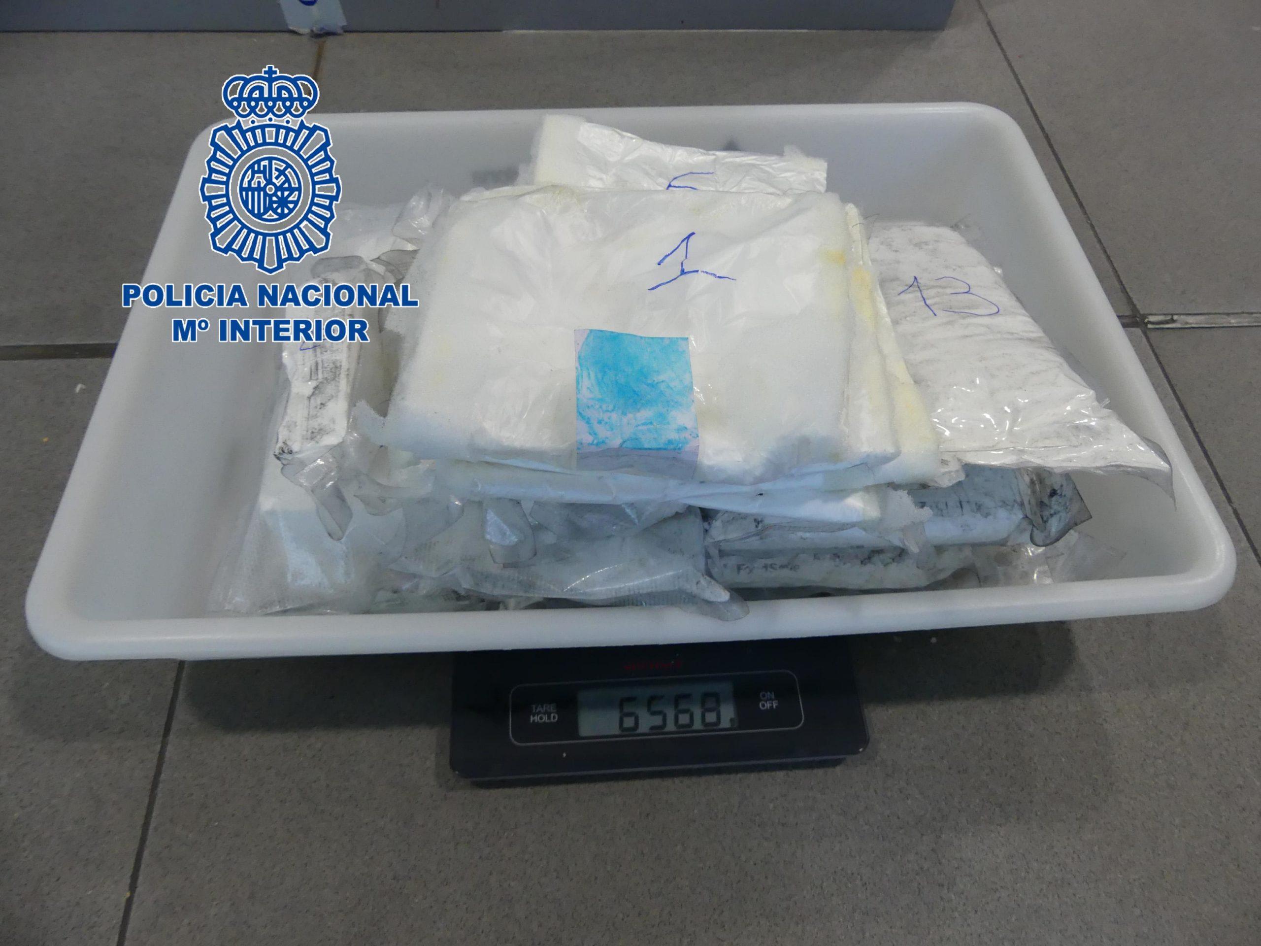 Cocaïna localitzada al doble fons d'una maleta | Policia Nacional