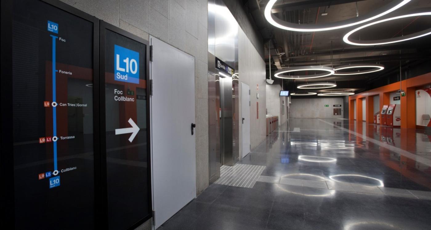 Vestíbul de l'estació de metro de Foneria, de la L10 Sud / Generalitat
