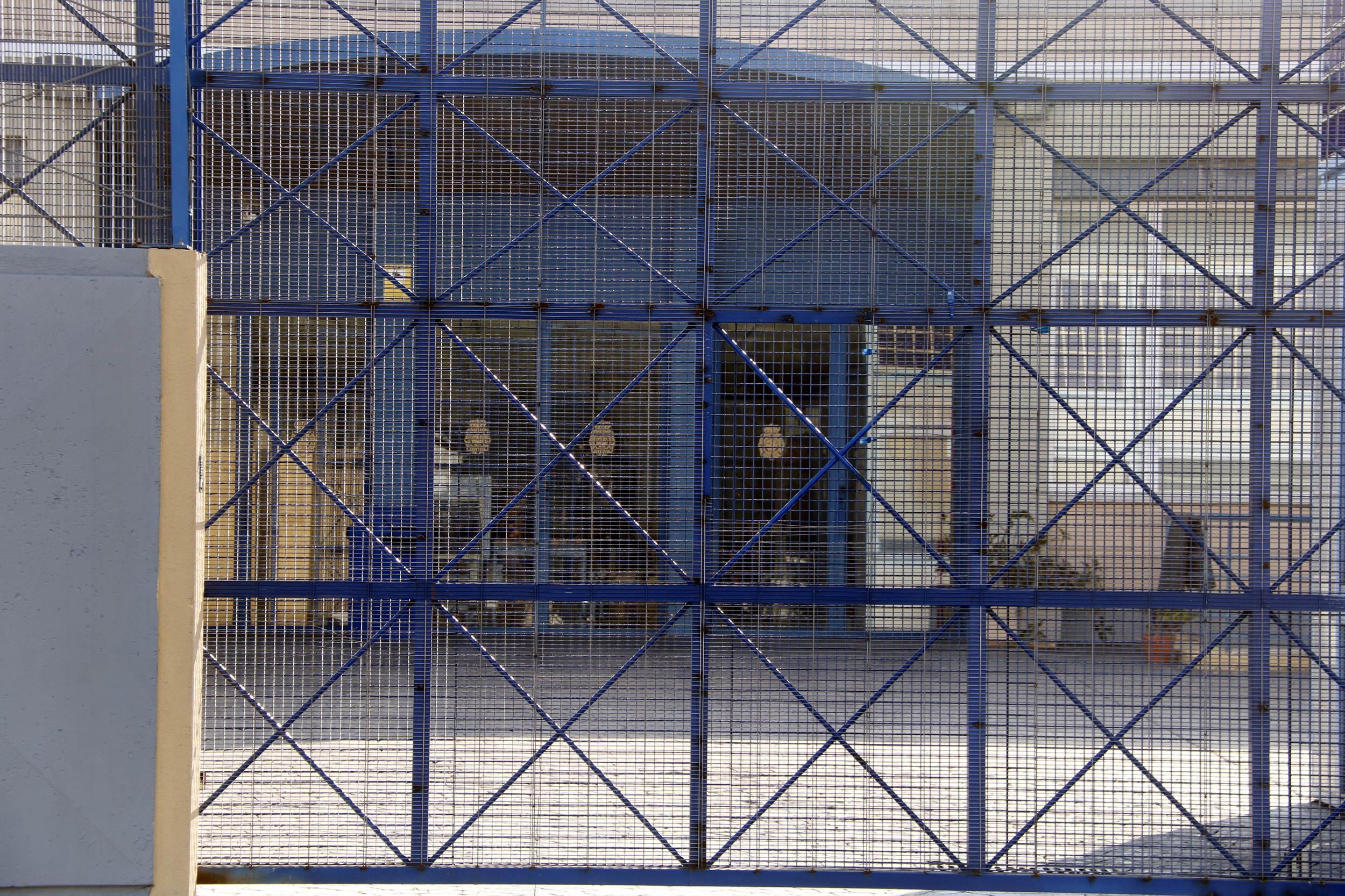El CIE de la Zona Franca rep noves crítiques pel tractament que reben els interns / ACN