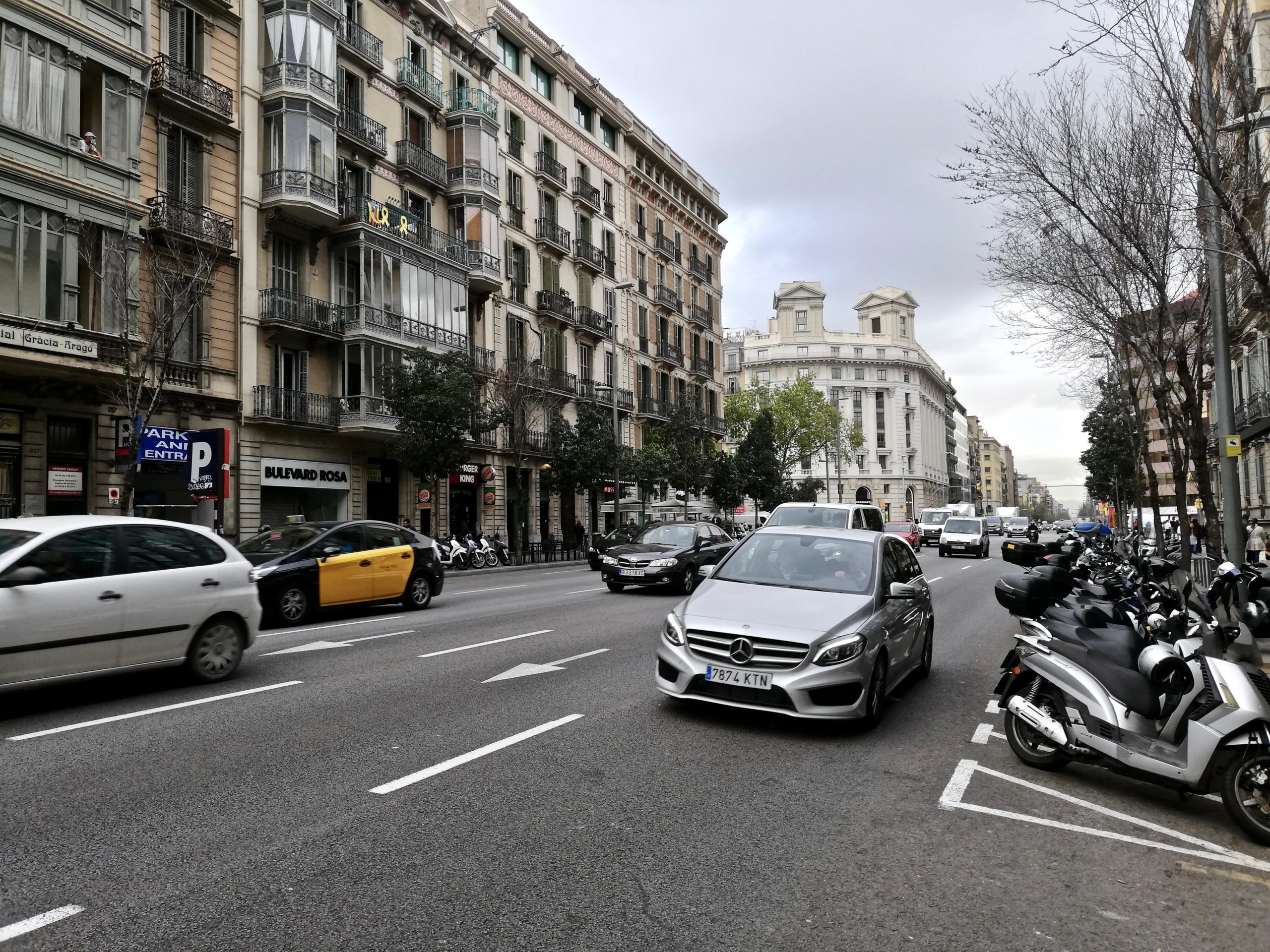 Carrer Aragó entre Passeig de Gràcia i Rambla Catalunya / XFDC