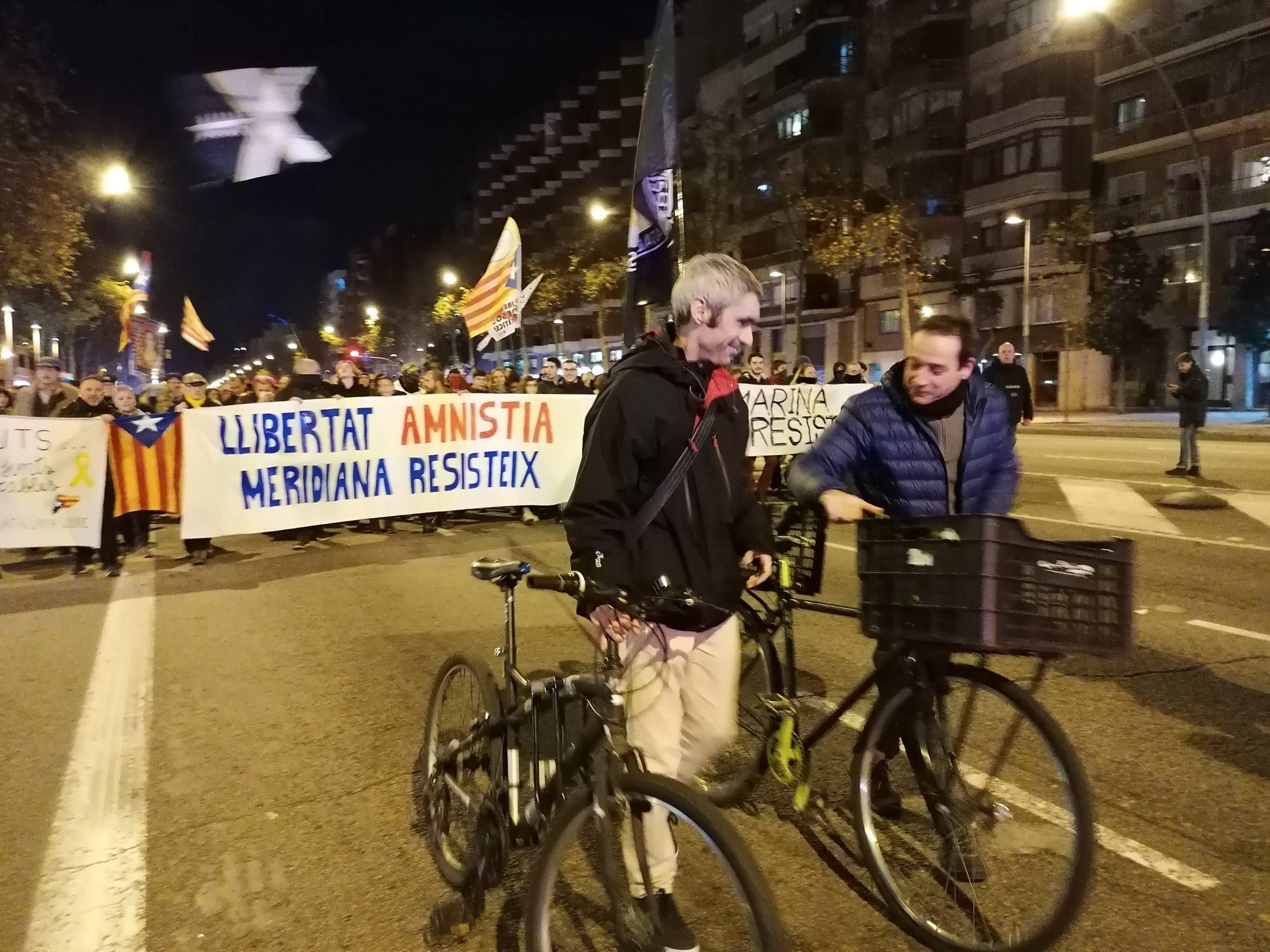 Roger Español, a la manifestació de Meridiana Resisteix pels 3 mesos de talls / MMP
