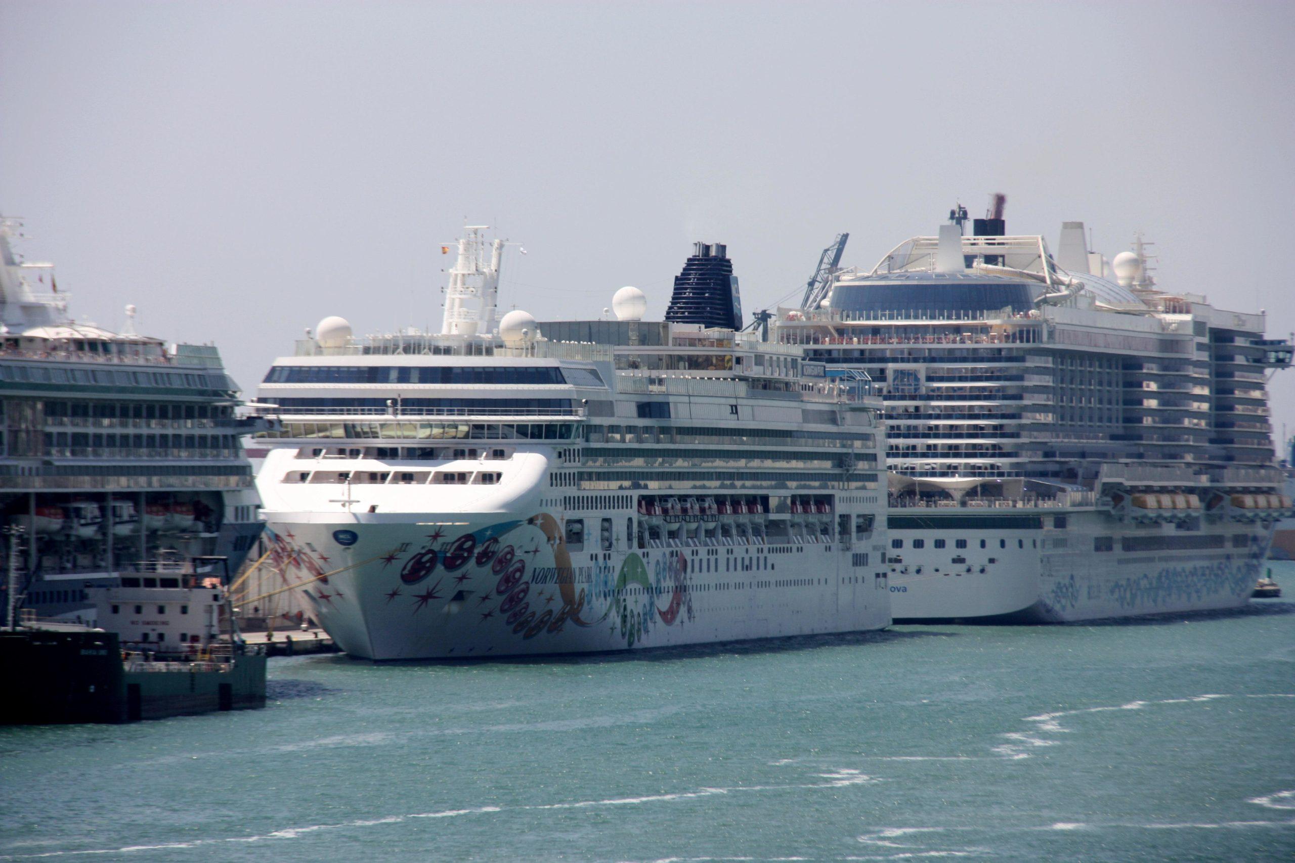 Imatge d'arxiu del creuer Norwegian Pearl atracat al Port de Barcelona / ACN (Joana Garreta)