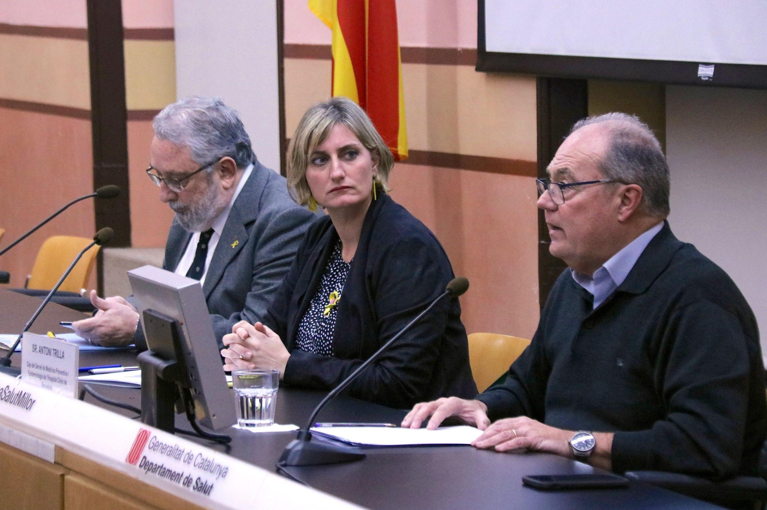 El secretari de Salut Pública, Joan Guix; la consellera de Salut, Alba Vergés, i el cap del Servei de Medicina Preventiva i Epidemiologia de l'Hospital Clínic de Barcelona, Antoni Trilla / ACN