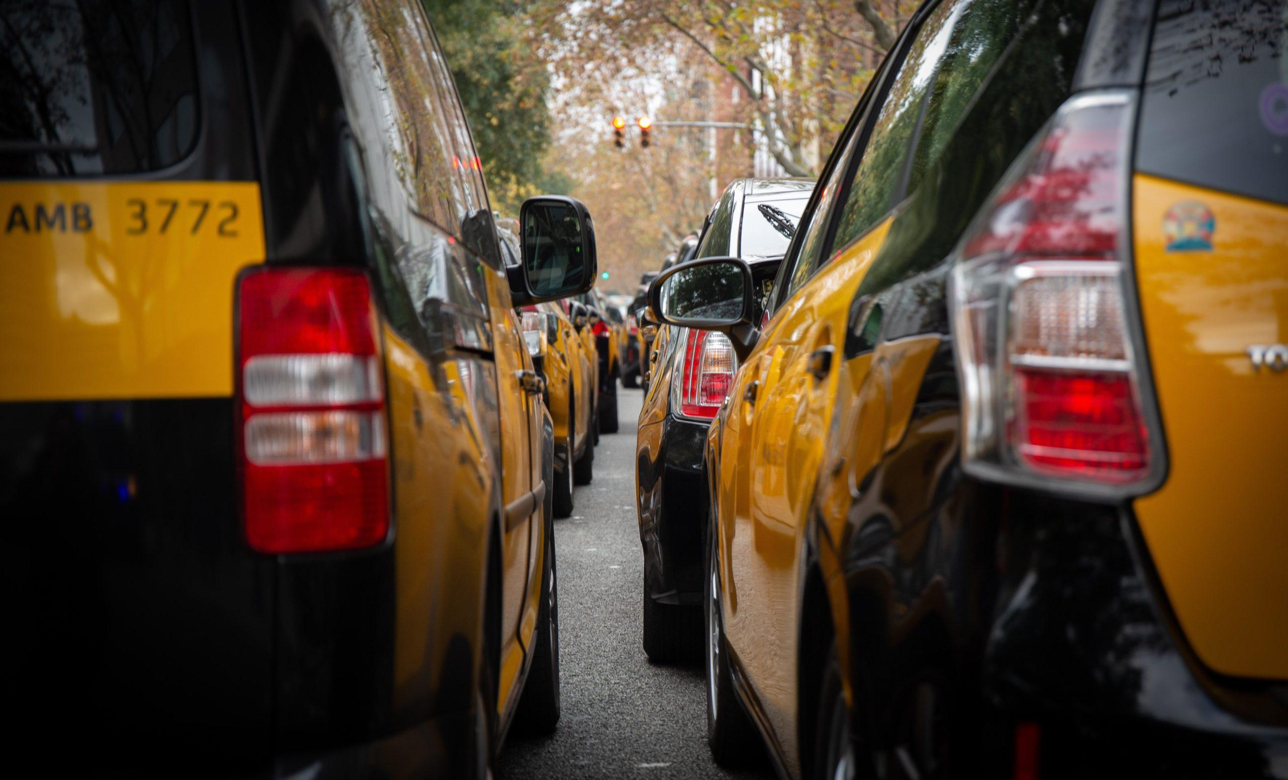 Imatge d'arxiu d'una acumulació de taxis a Barcelona / Europa Press (David Zorrakino)