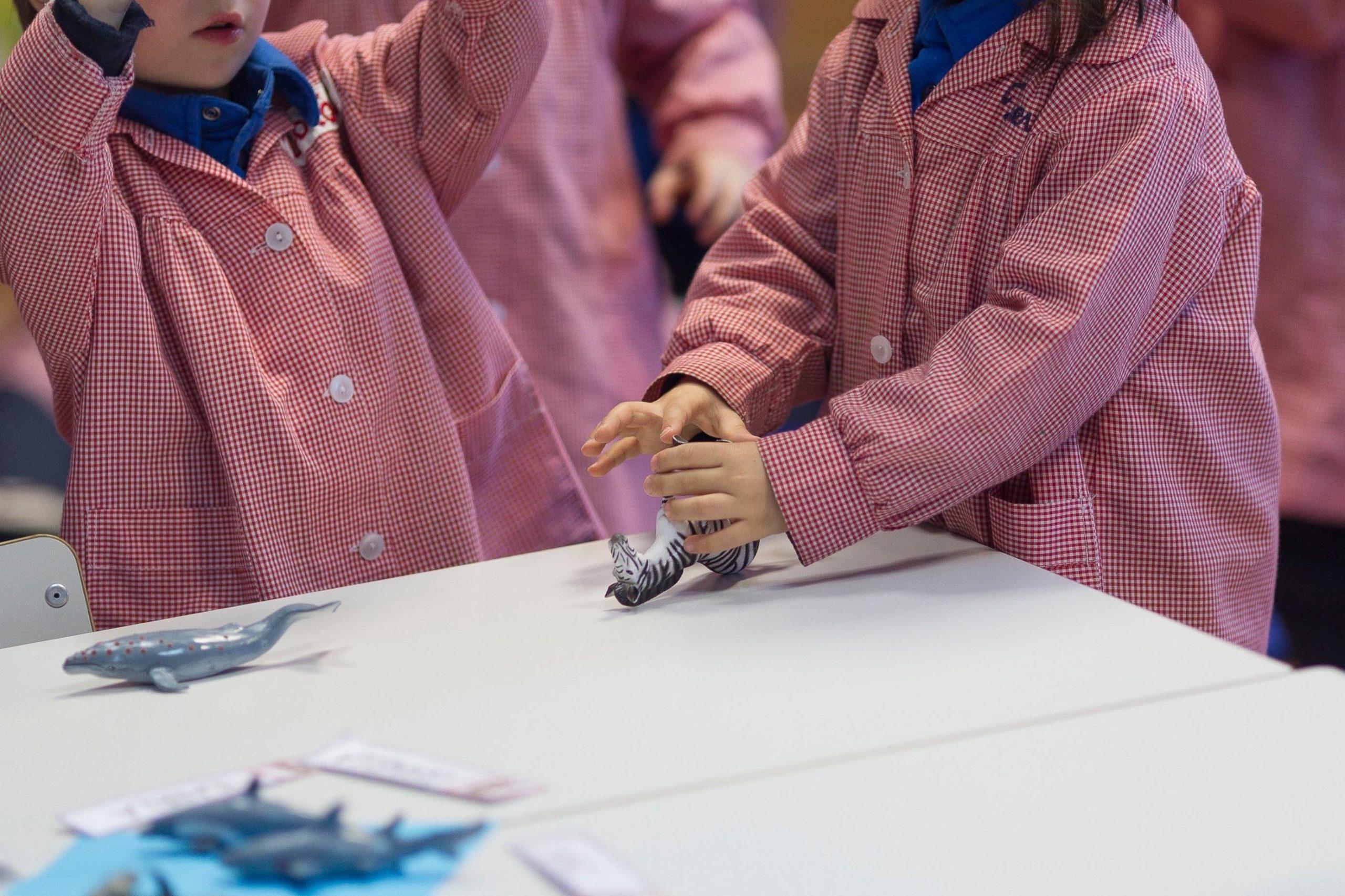 Uns nens a la classe d'una escola | Europa Press
