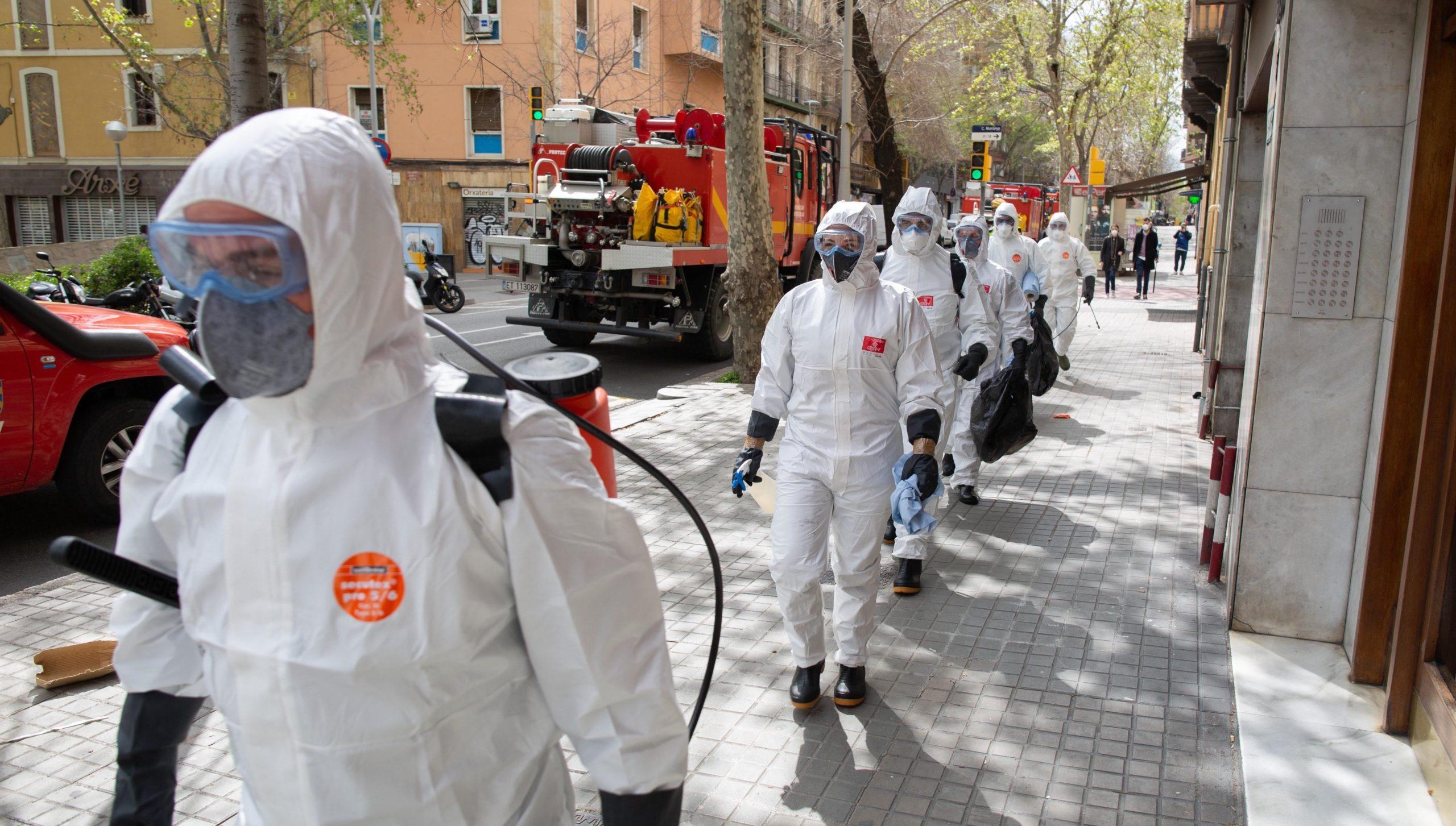 Militars espanyols actuant a la residència Marvi Park del carrer Mallorca / Europa Press (David Zorrakino)