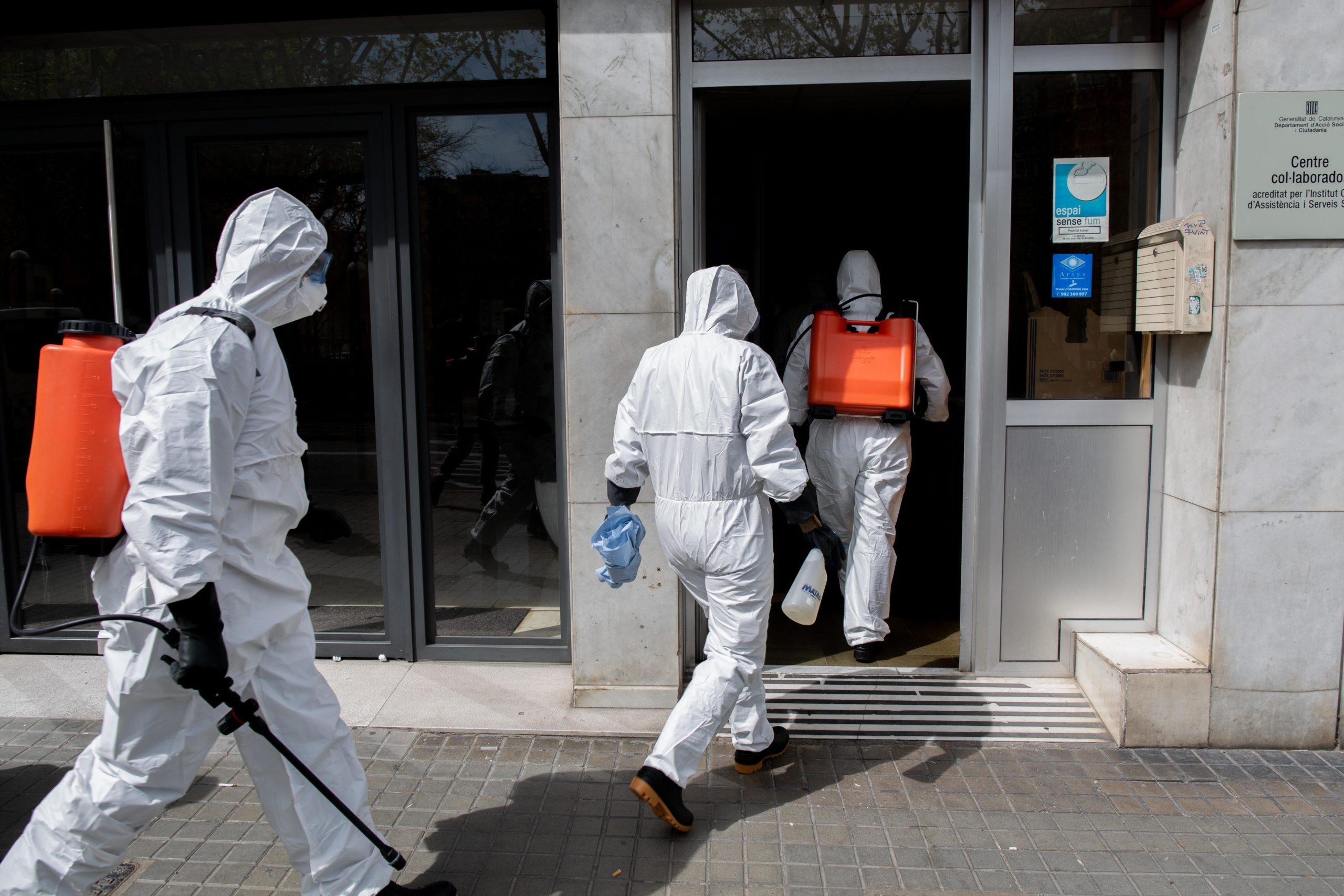 Imatge d'arxiu de militars entrant a una residència barcelonina / Europa Press (David Zorrakino)