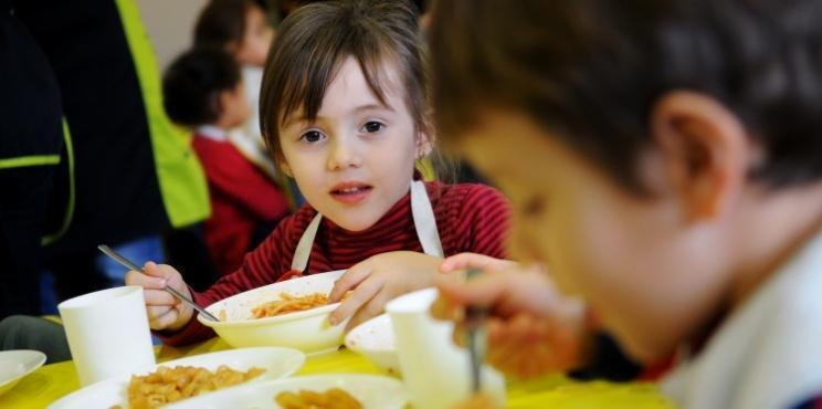 El Consorci d'Educació de Barcelona ha augmentat un 55% els ajuts de menjador en els darrers cinc anys / CEB