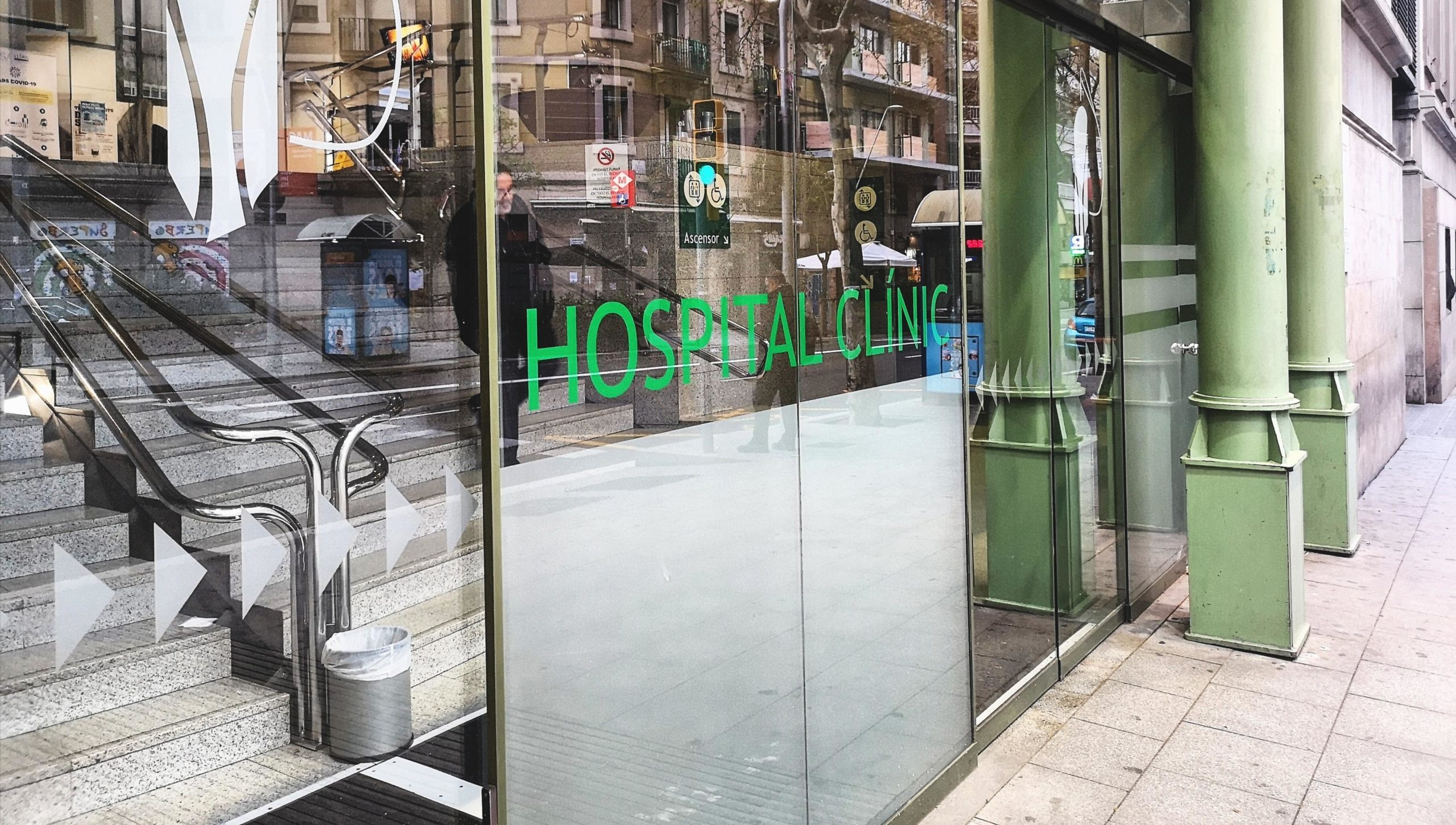 L'entrada a l'Hospital Clínic pel carrer Villarroel, en imatge d'arxiu / D.C.