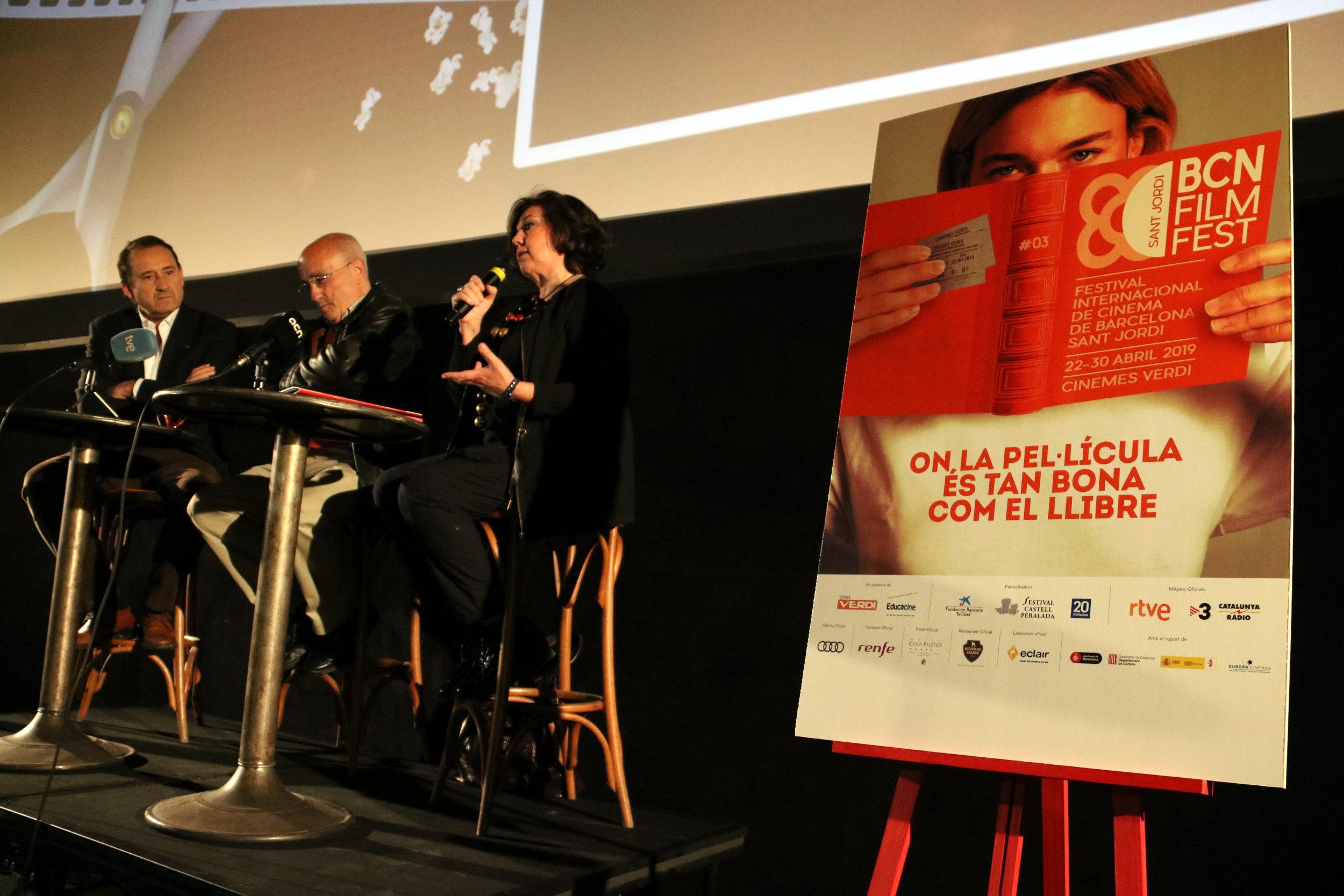 Cartell promocional del tercer Bcn Film Fest 2019, amb els socis del Verdi Enric Pérez i Adolfo Blanco i la directora del festival Conxita Casanovas. / ACN (Pau Cortina)