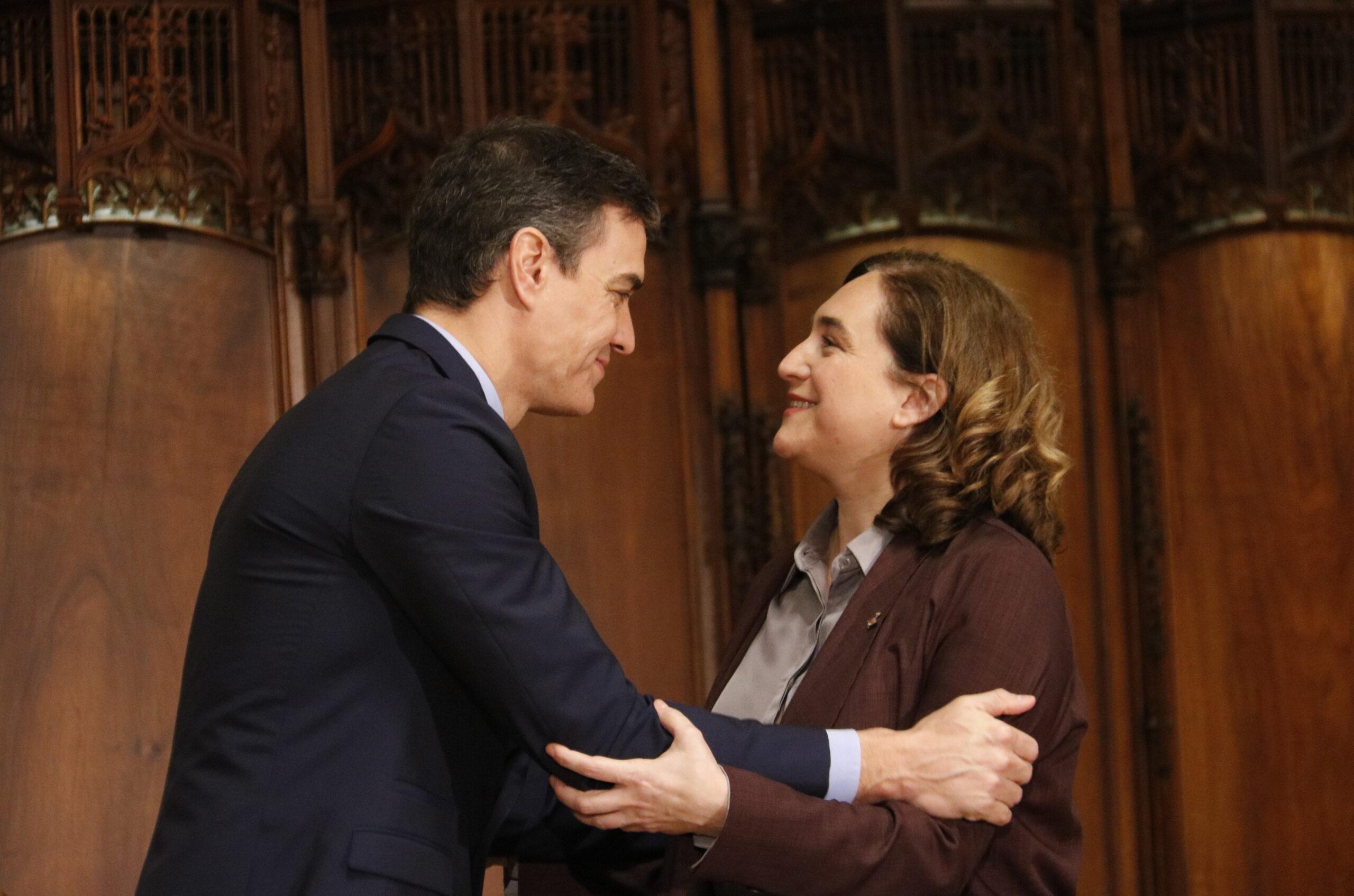 El president espanyol, Pedro Sánchez, i l'alcaldessa de Barcelona, Ada Colau, en una imatge d'arxiu/ ACN - Gerard Artigas