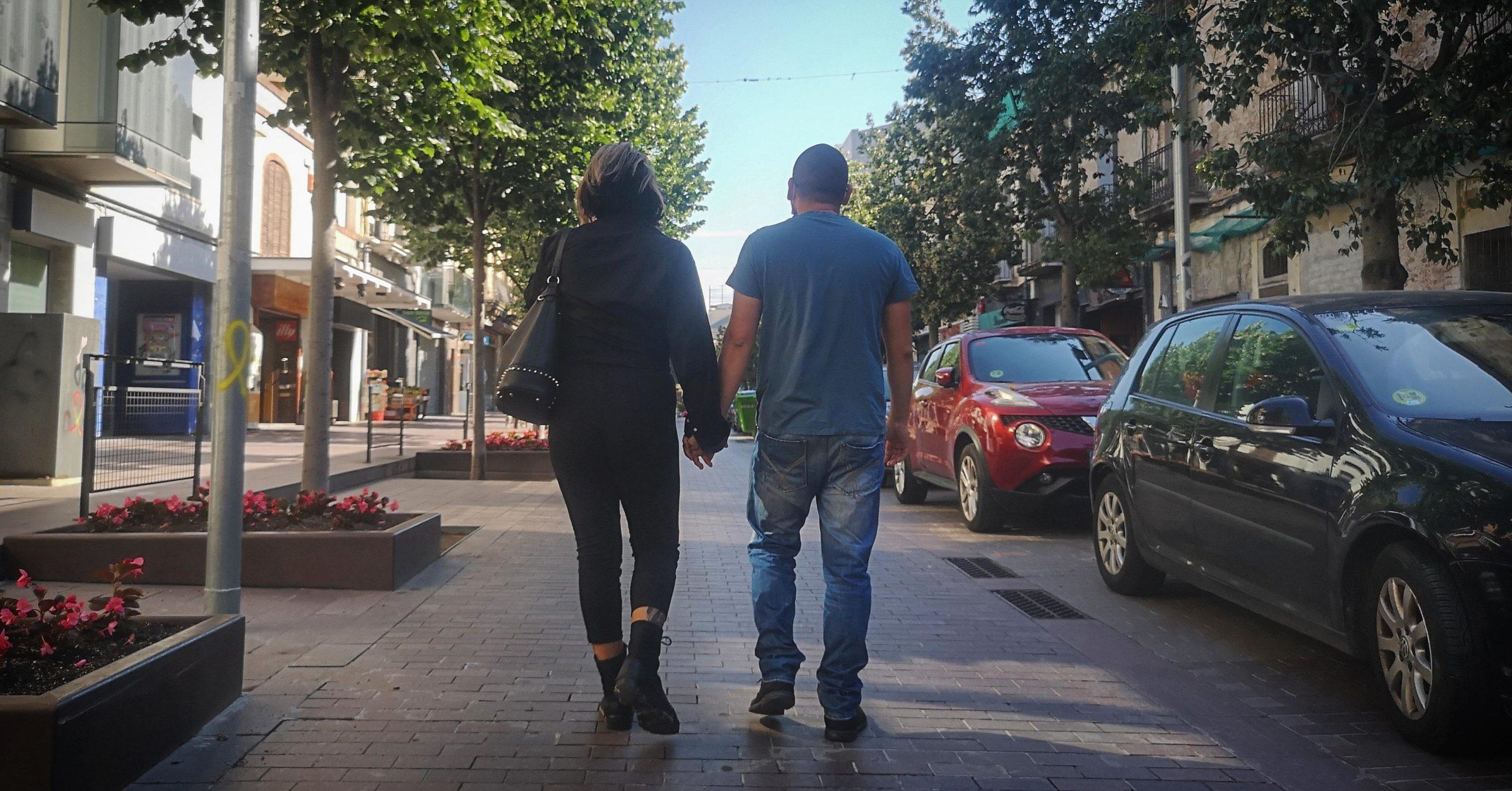 La Irene i el Fernando, passejant per Montcada i Reixac, després de sortir d'una mala experiència a una habitació rellogada a Nou Barris / D.C.