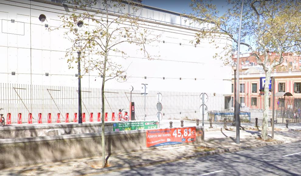 L'entrada de l'aparcament de BSM a l'avinguda Rius i Taulet, a la falda de Montjuïc / Google Street View
