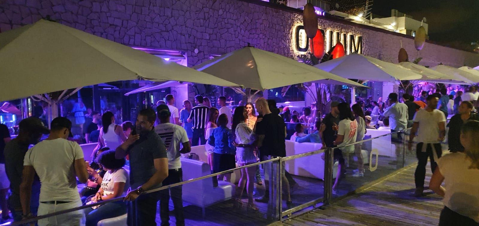 Una festa a la terrassa de la discoteca Opium ha indignat als veïns / Twitter - @masnou_pujol