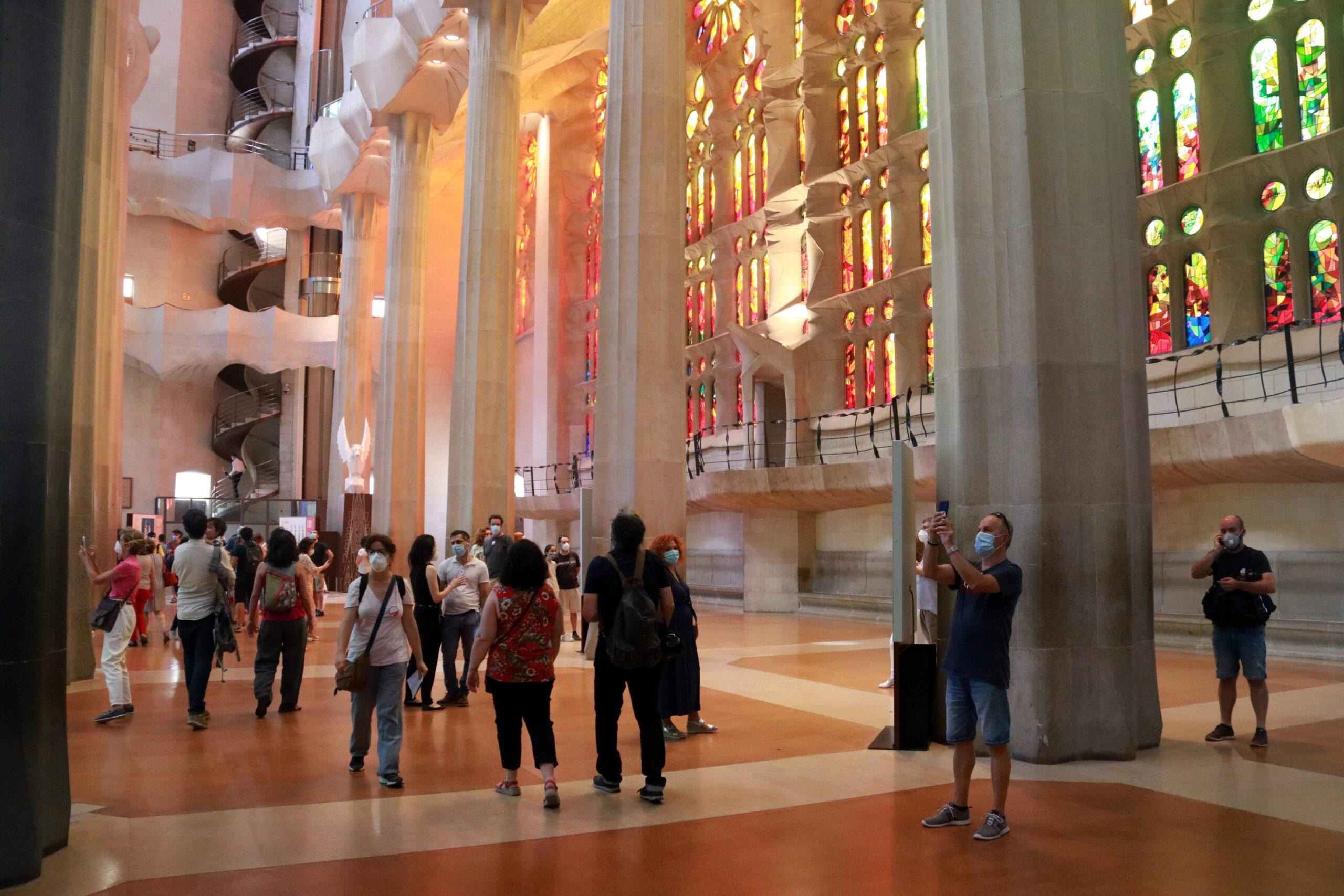 Pla general de la Sagrada Família en la seva reobertura pels professionals sanitaris / ACN