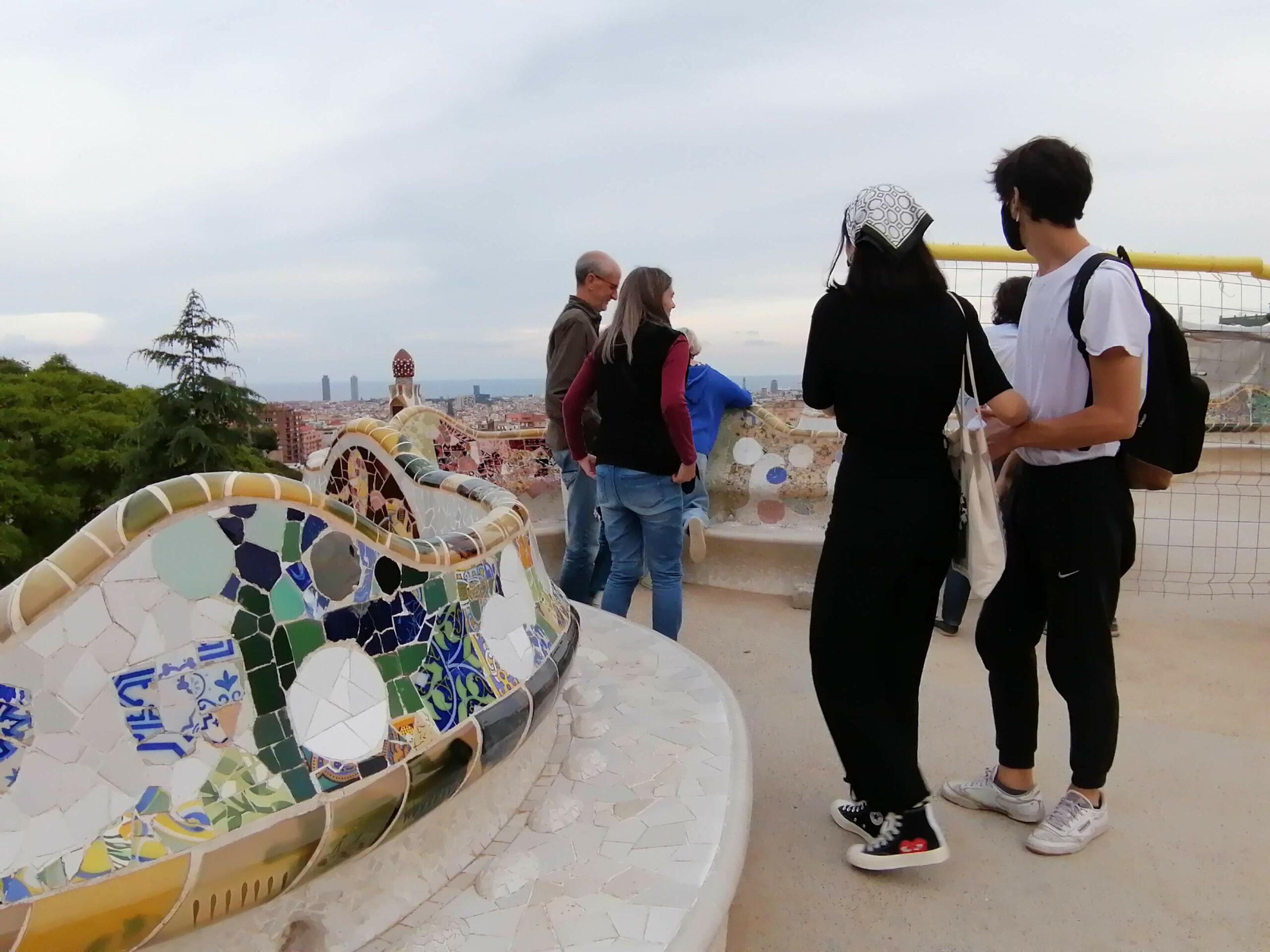 Joves al Park Güell després del confinament / MMP
