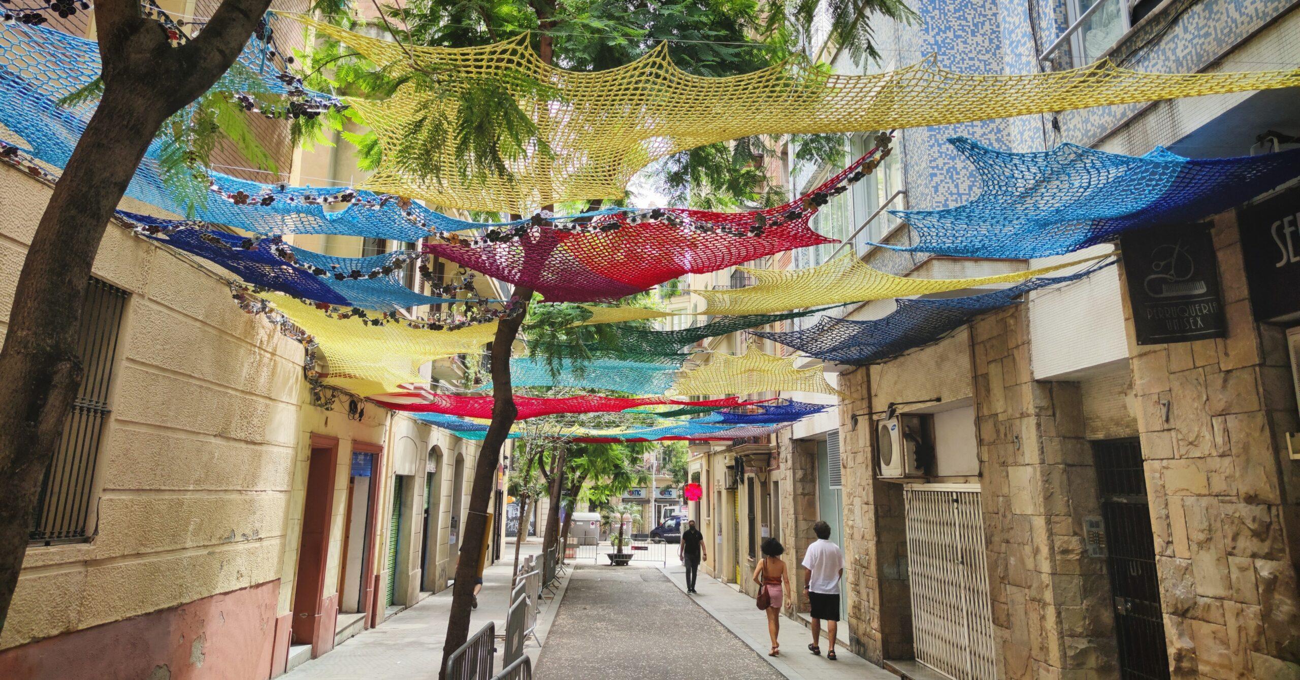 La preparació tres dies abans de la festa major de Gràcia al carrer de Joan Blanques de Baix de Tot / D.C.