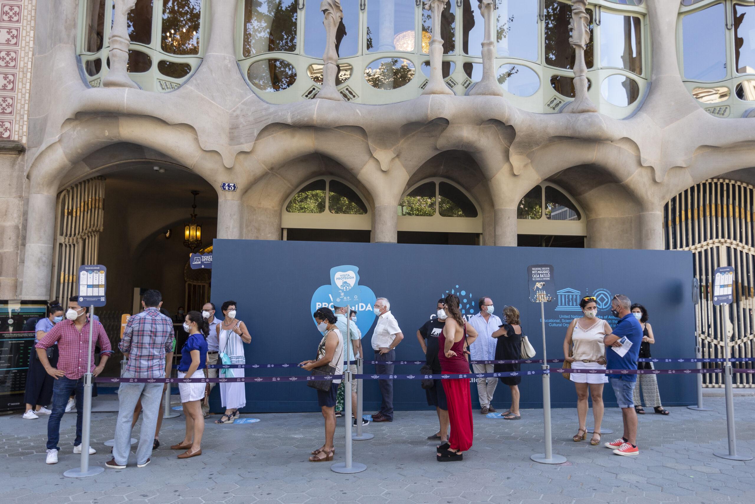 El públic local fa tornar les cues a la Casa Batlló / Mireia Comas