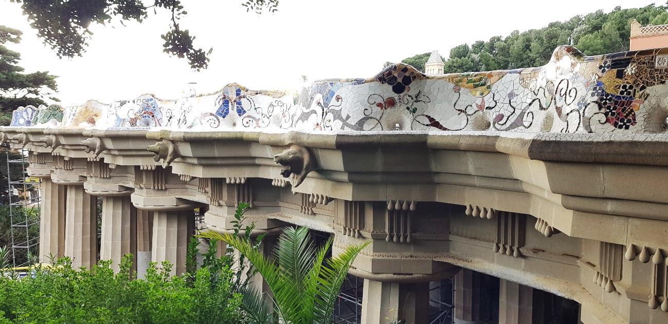 Bancs de la plaça de la Natura, al Park Güell / Ajuntament de Barcelona