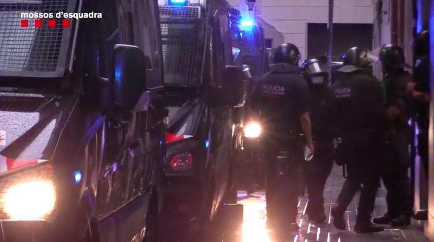 Desallotjament d'una finca ocupada molt conflictiva al Poble-Sec / Mossos d'Esquadra