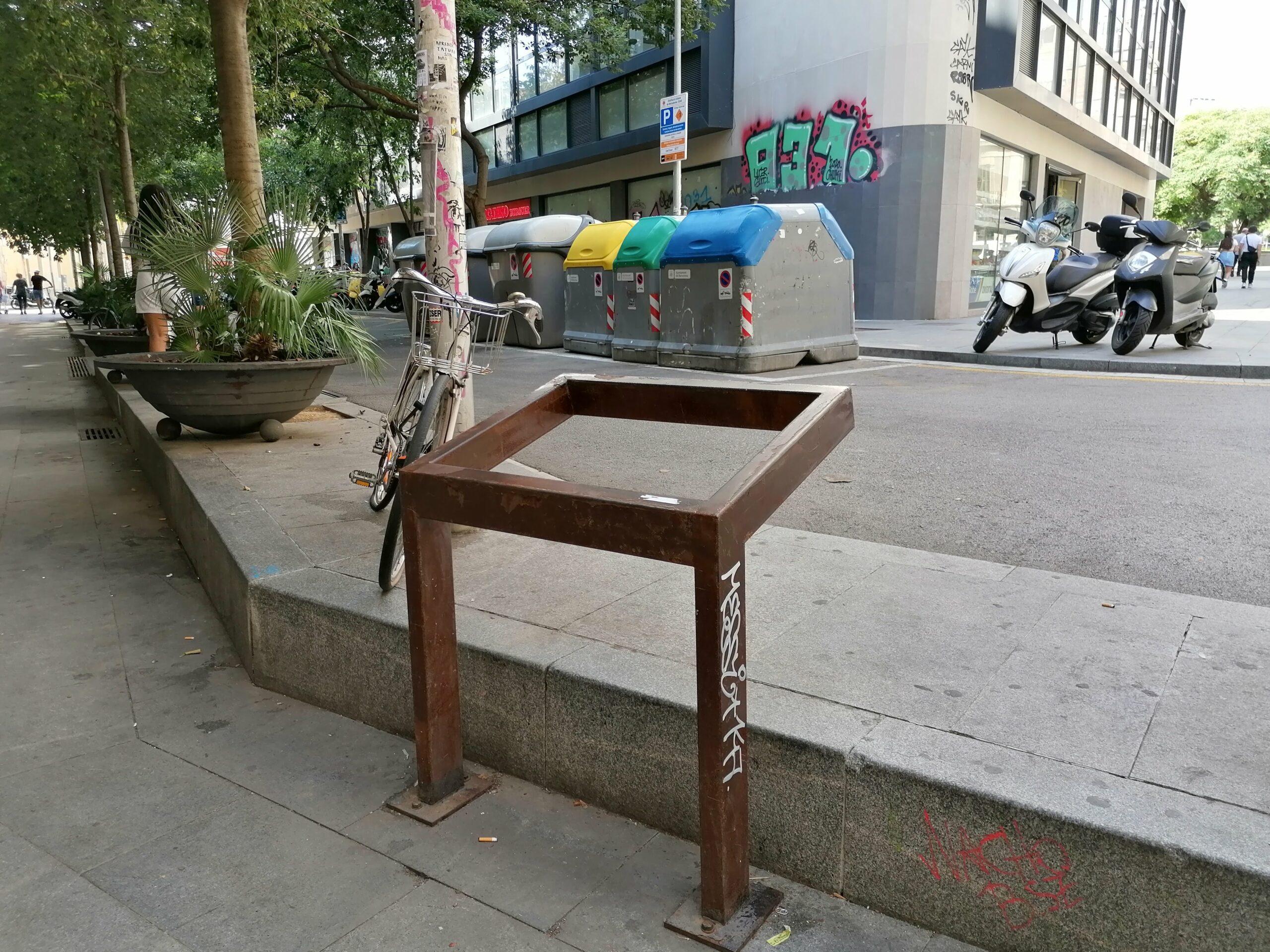 Faristol del carrer Tallers, sense la seva placa de memòria històrica / MMP