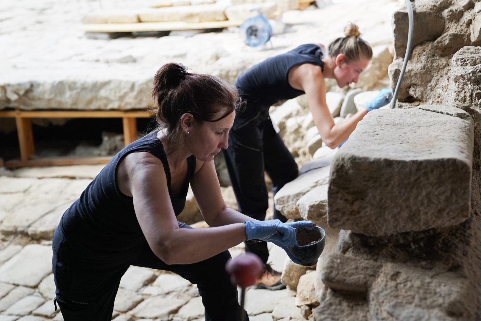 Dues arqueòlogues en l'edició passada de l''Arqueoborn' / Ajuntament de Barcelona