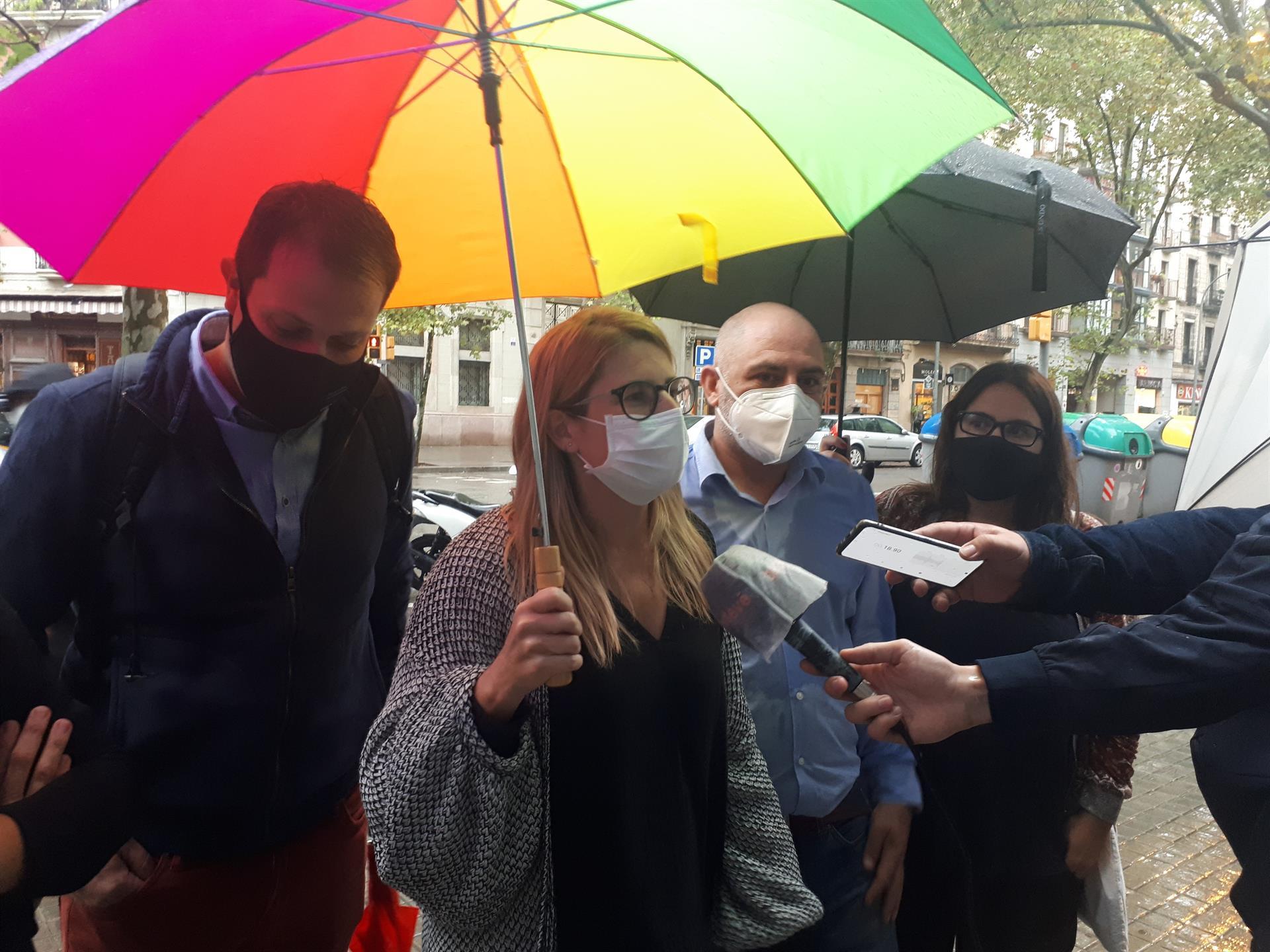 Elsa Artadi atén els mitjans amb relació al gimnàs social Sant Pau / Europa Press