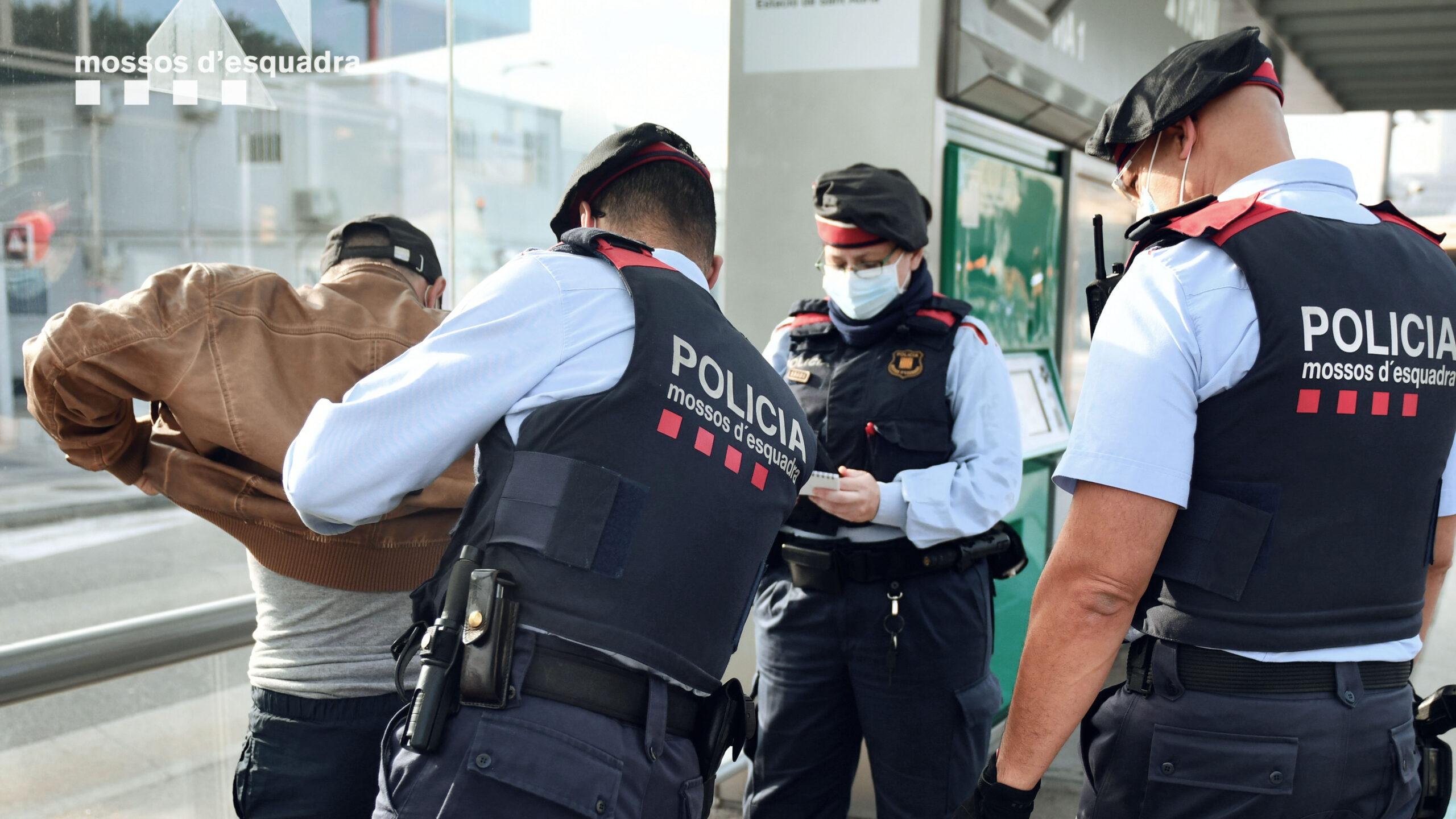 Agents dels Mossos detenen un lladre multireincident al TRAM / CME