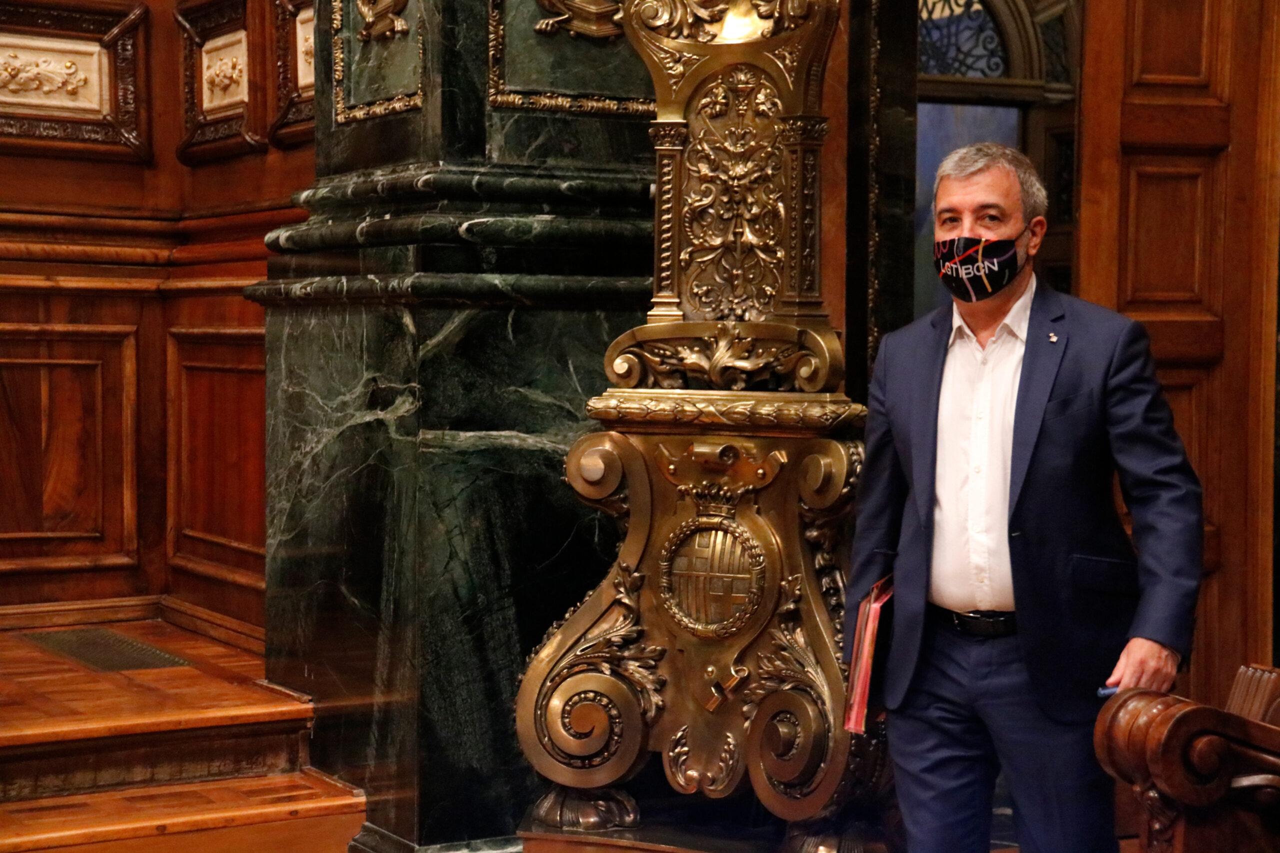 El primer tinent d'alcalde de Barcelona, Jaume Collboni, arribant al plenari / ACN