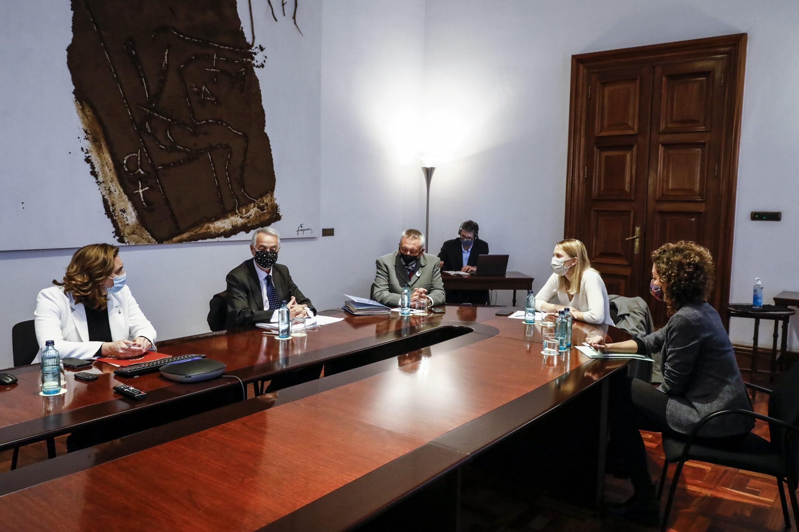 Reunió d'Ada Colau amb representants de víctimes del 17A / Europa Press