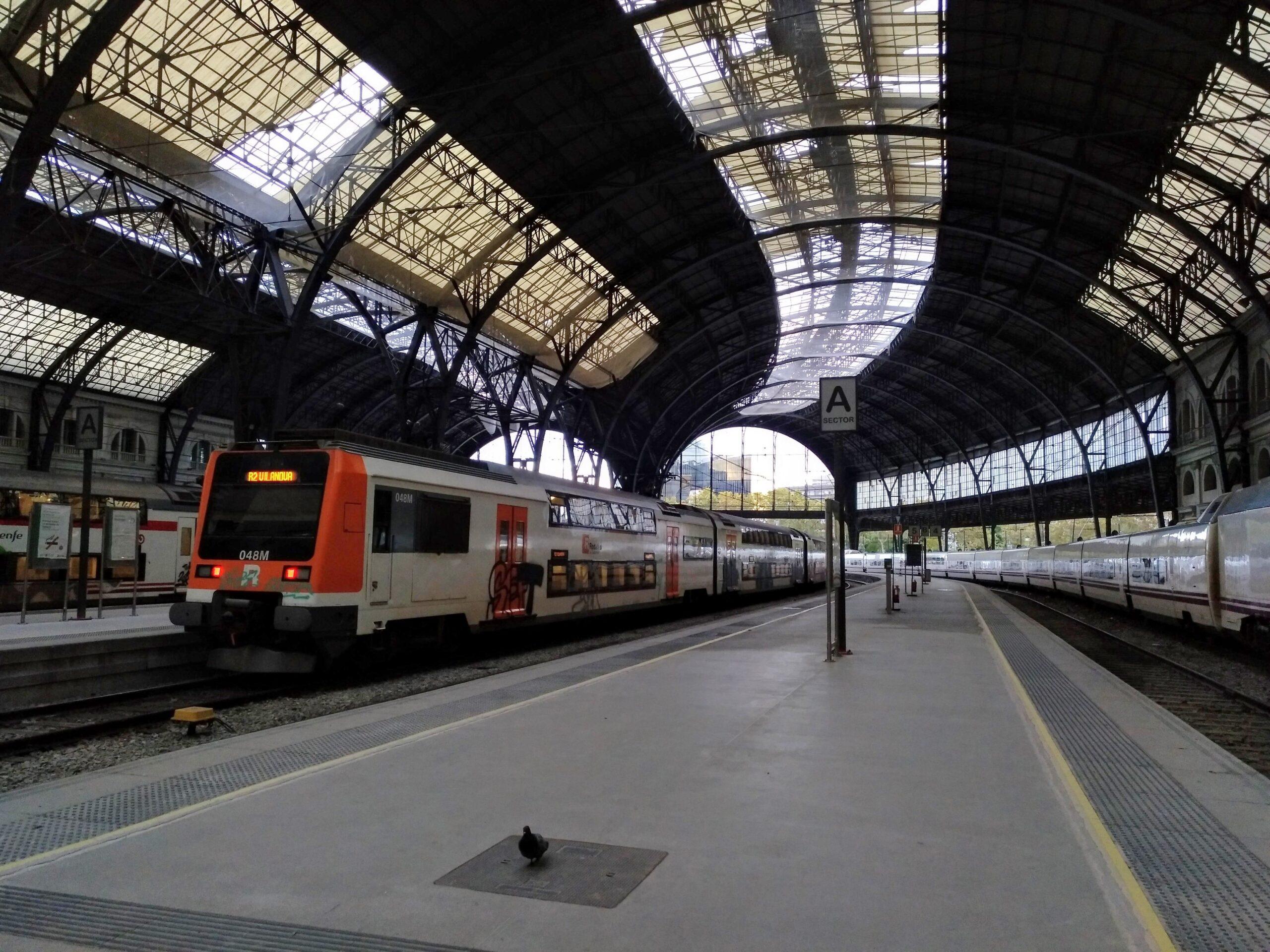 Un tren de Rodalies a l'Estació de França, en una imatge d'arxiu / MMP