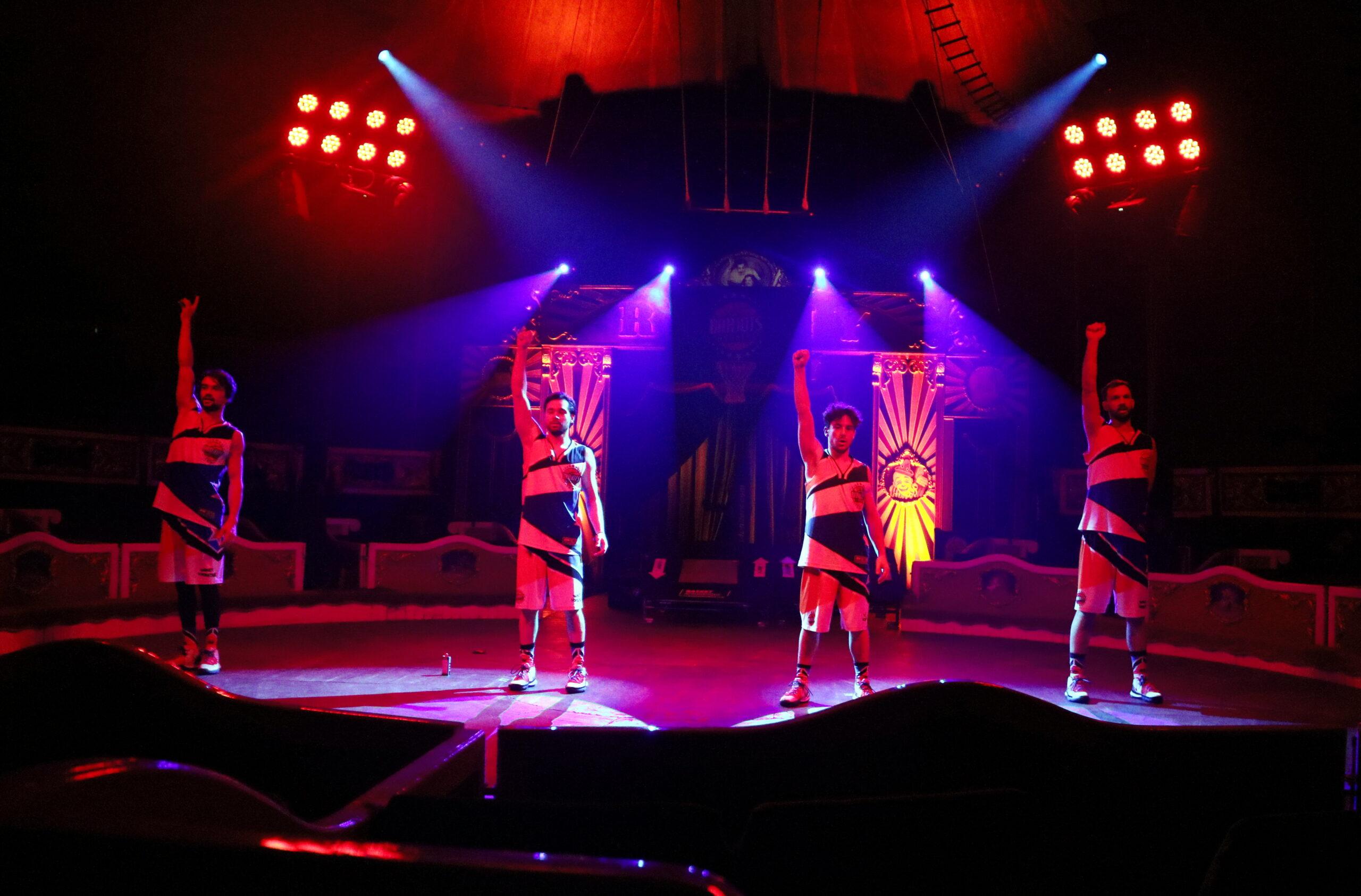 Els integrants del grup francès Barjots Dunkers, convidats del Circ Raluy Legacy al seu espectacle 'Todo (lo) Cura' / ACN
