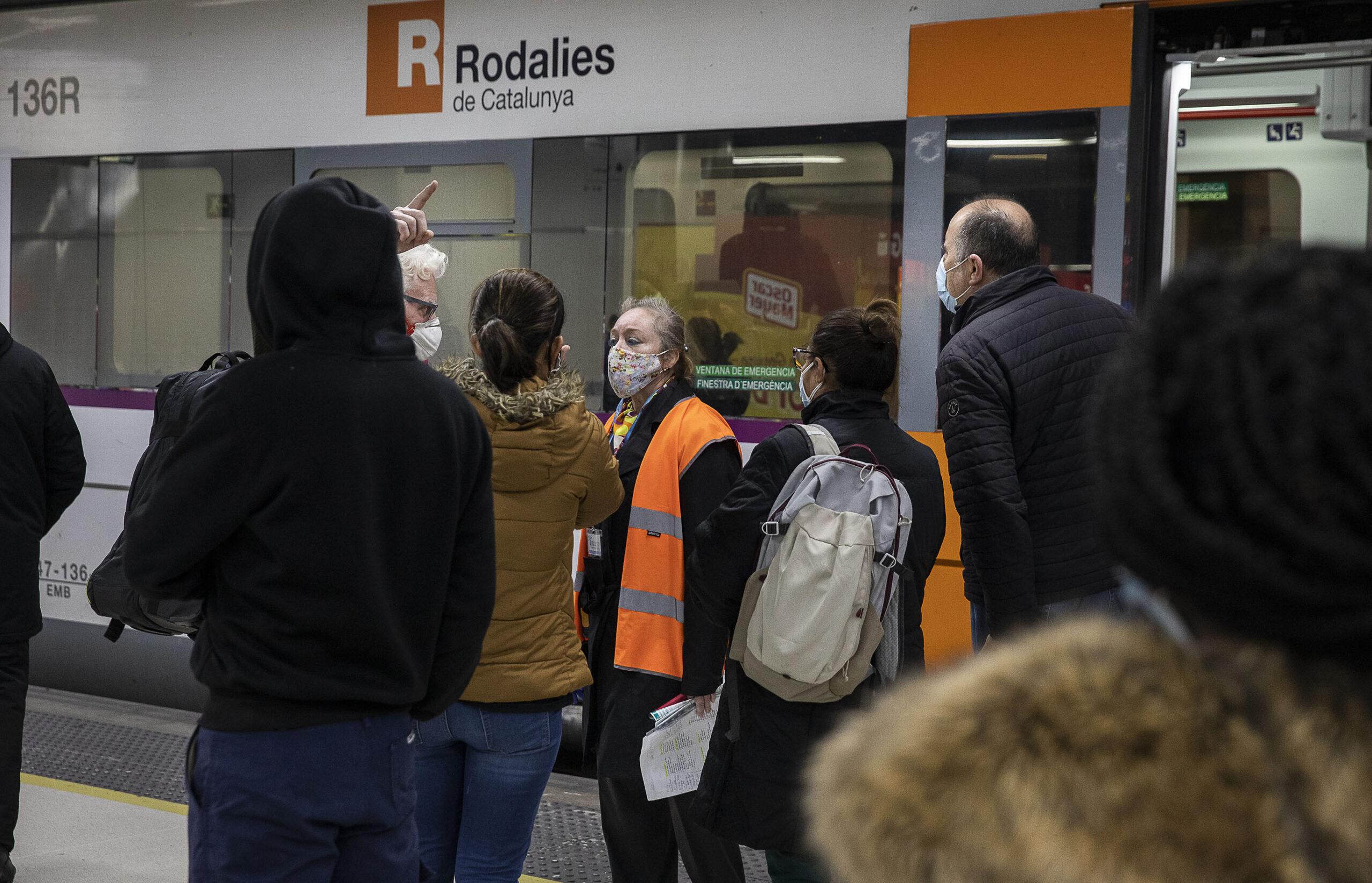 Imatge d'arxiu d'usuaris de Renfe Rodalies a Sants / Jordi Play
