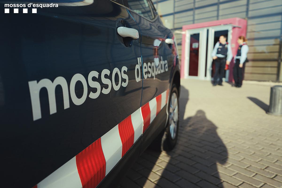 Un vehicle i agents dels Mossos d'Esquadra / Mossos